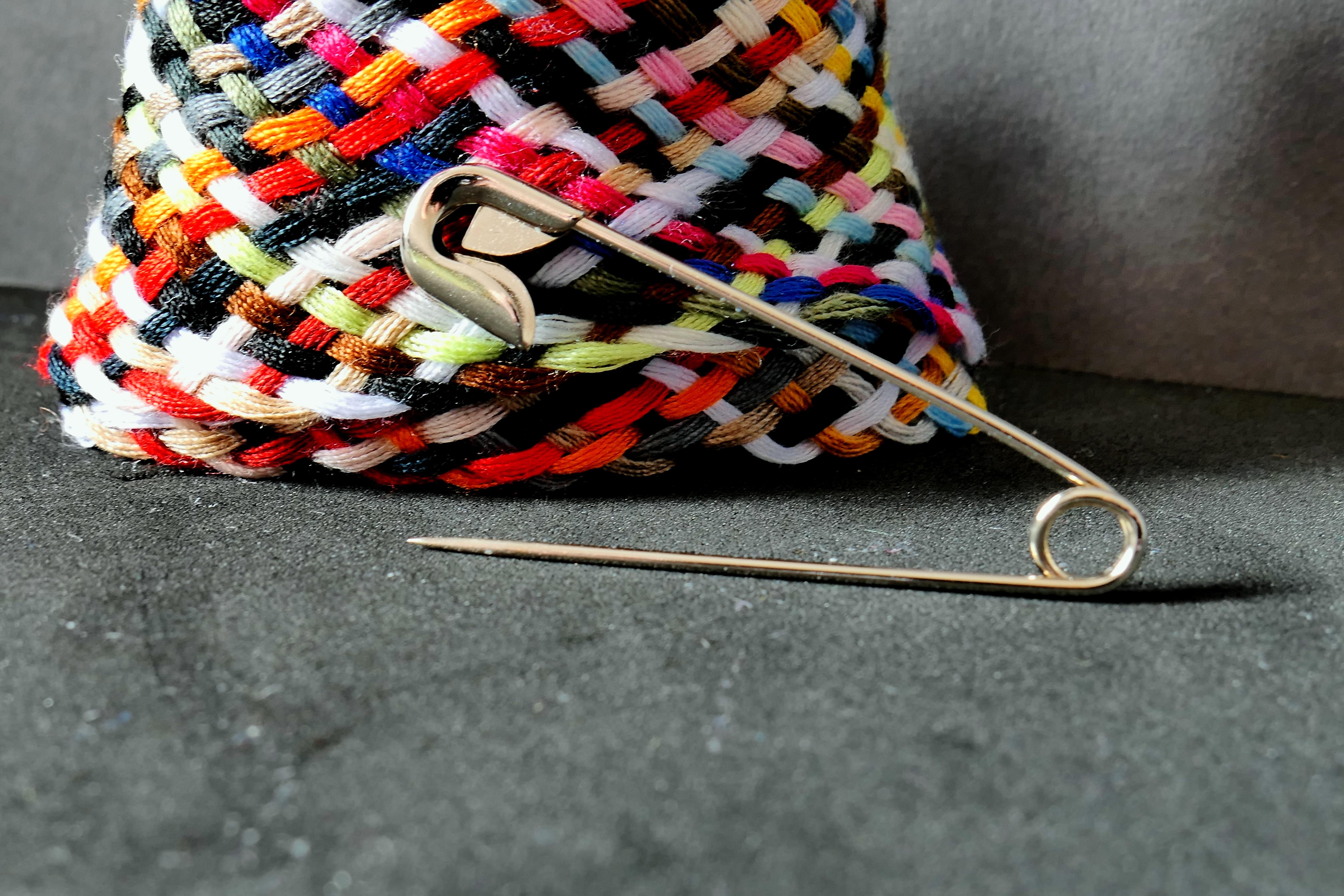 Kostenlose foto : Nadel, Muster, Farbe, Kleidung, bunt, schließen ...