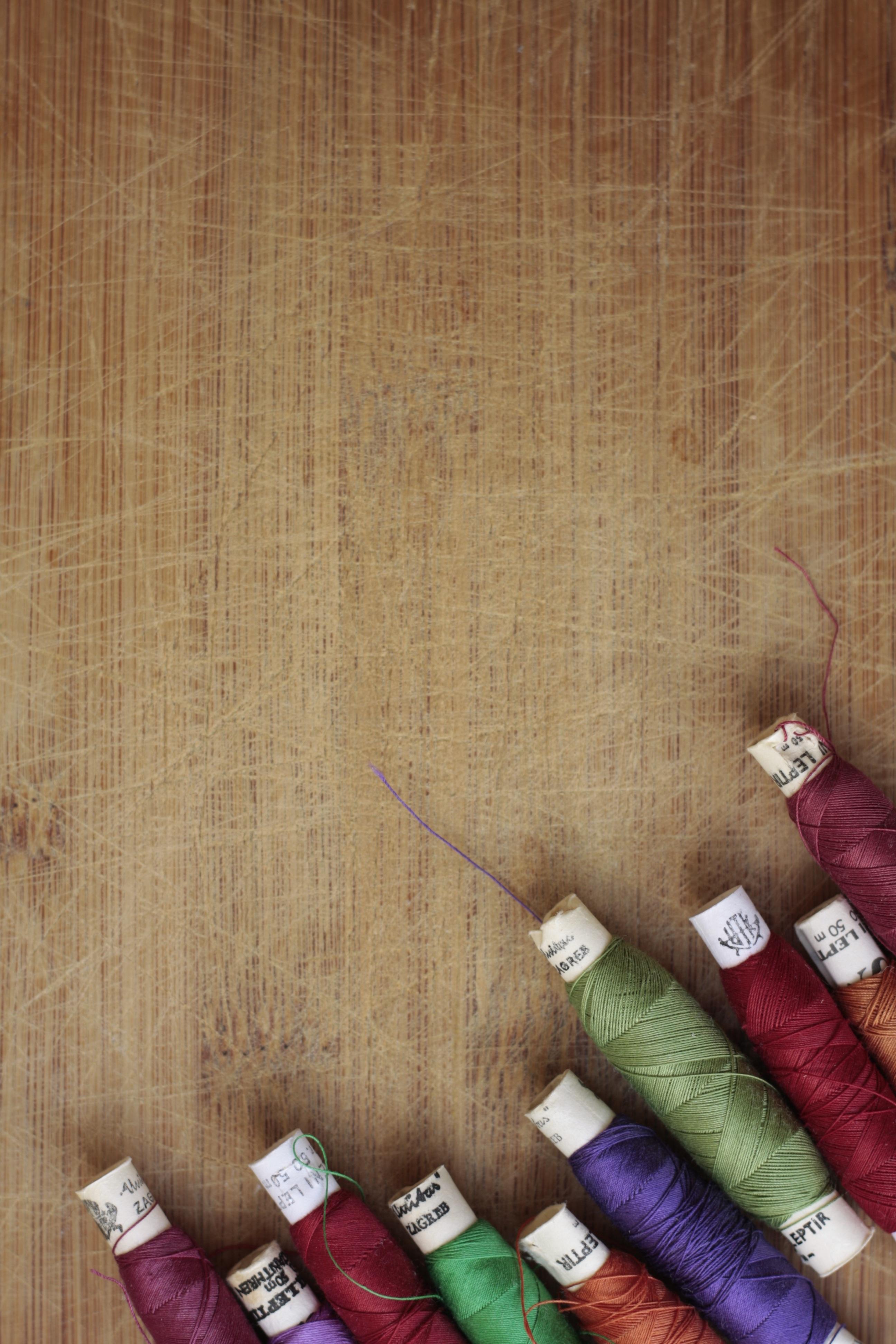 Fotos gratis : aguja, cuerda, patrón, verde, rojo, color, ropa ...