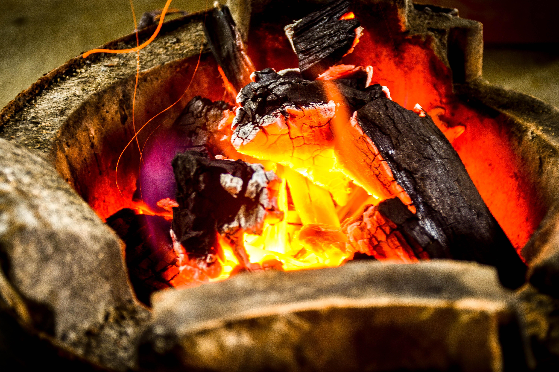 malam warna api api unggun api unggun panas ikan bakar screenshot fenomena geologi
