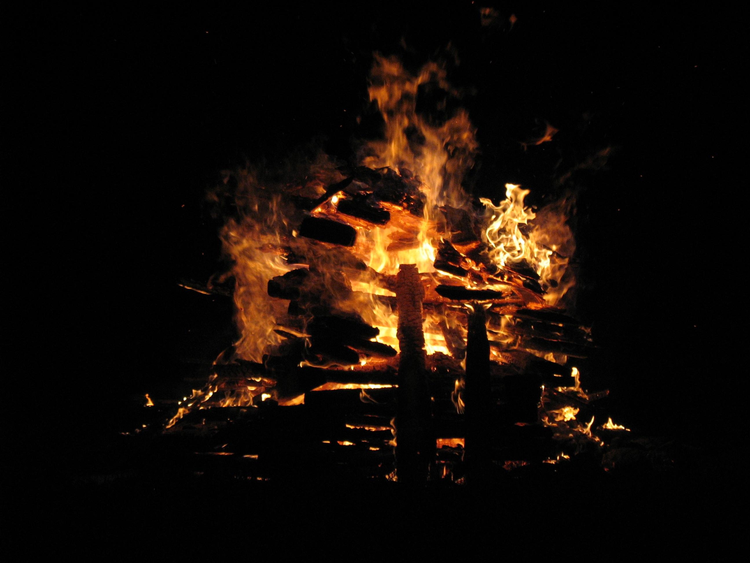 Kostenlose foto : Nacht-, dunkel, Flamme, Dunkelheit, Gelb ...