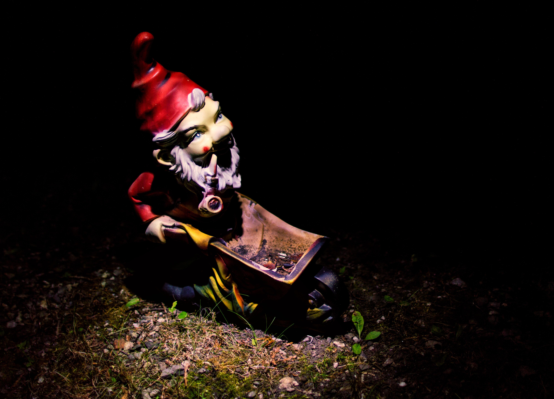 Images Gratuites : nuit, décoration, obscurité, jardin, peu, nain ...