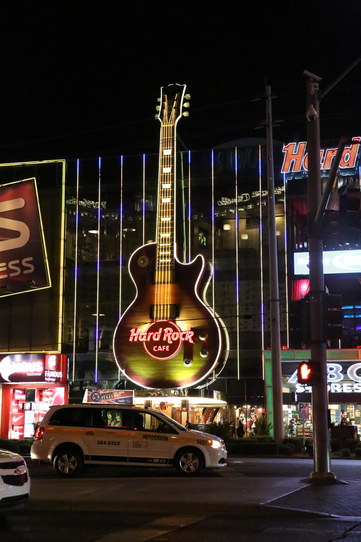 Night Guitar City Decoration Lighting Street Lamp Neon Sign Light Front View Las Vegas