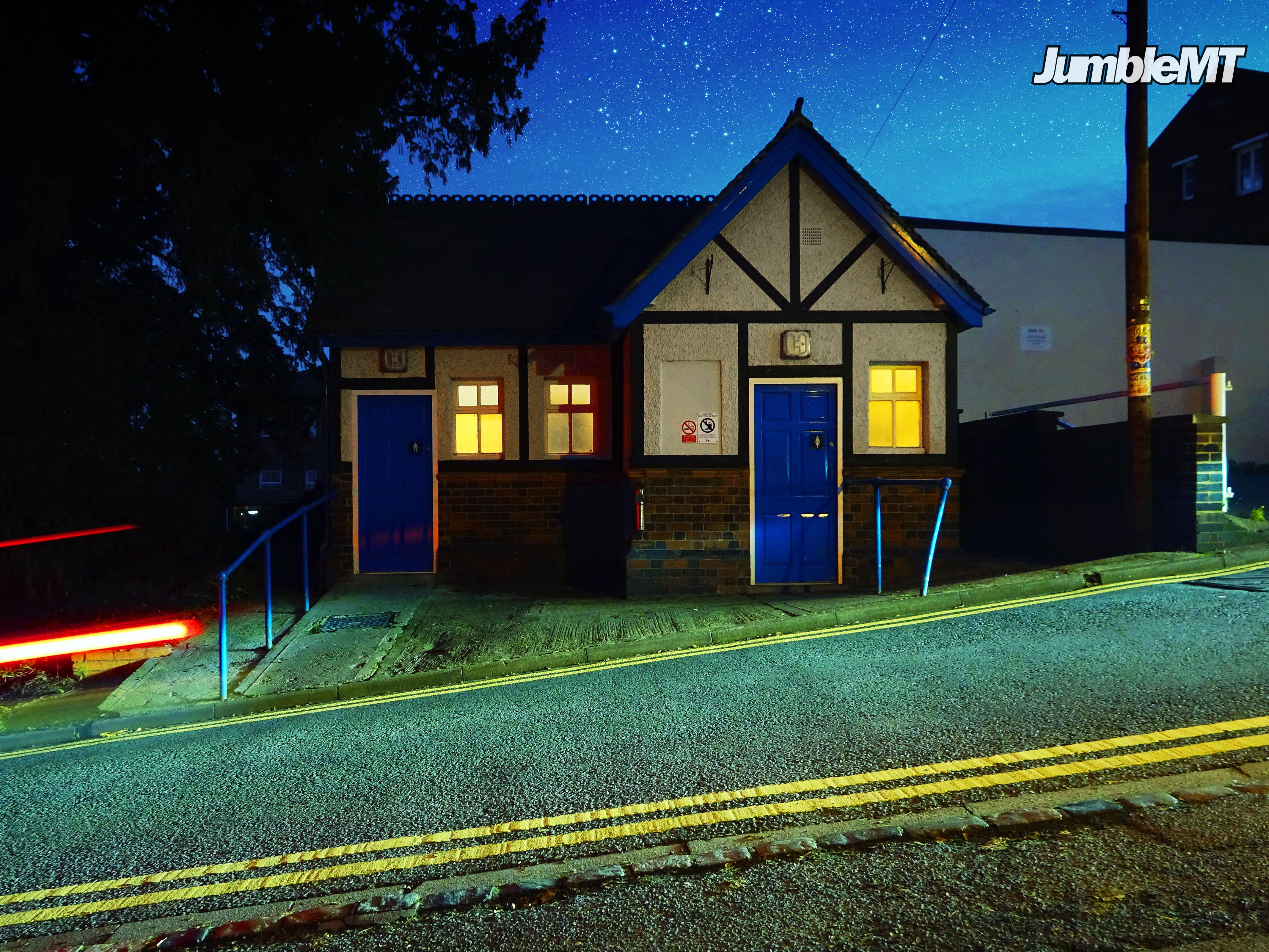 Immagini belle : fotografia notturna blu casa notte giallo