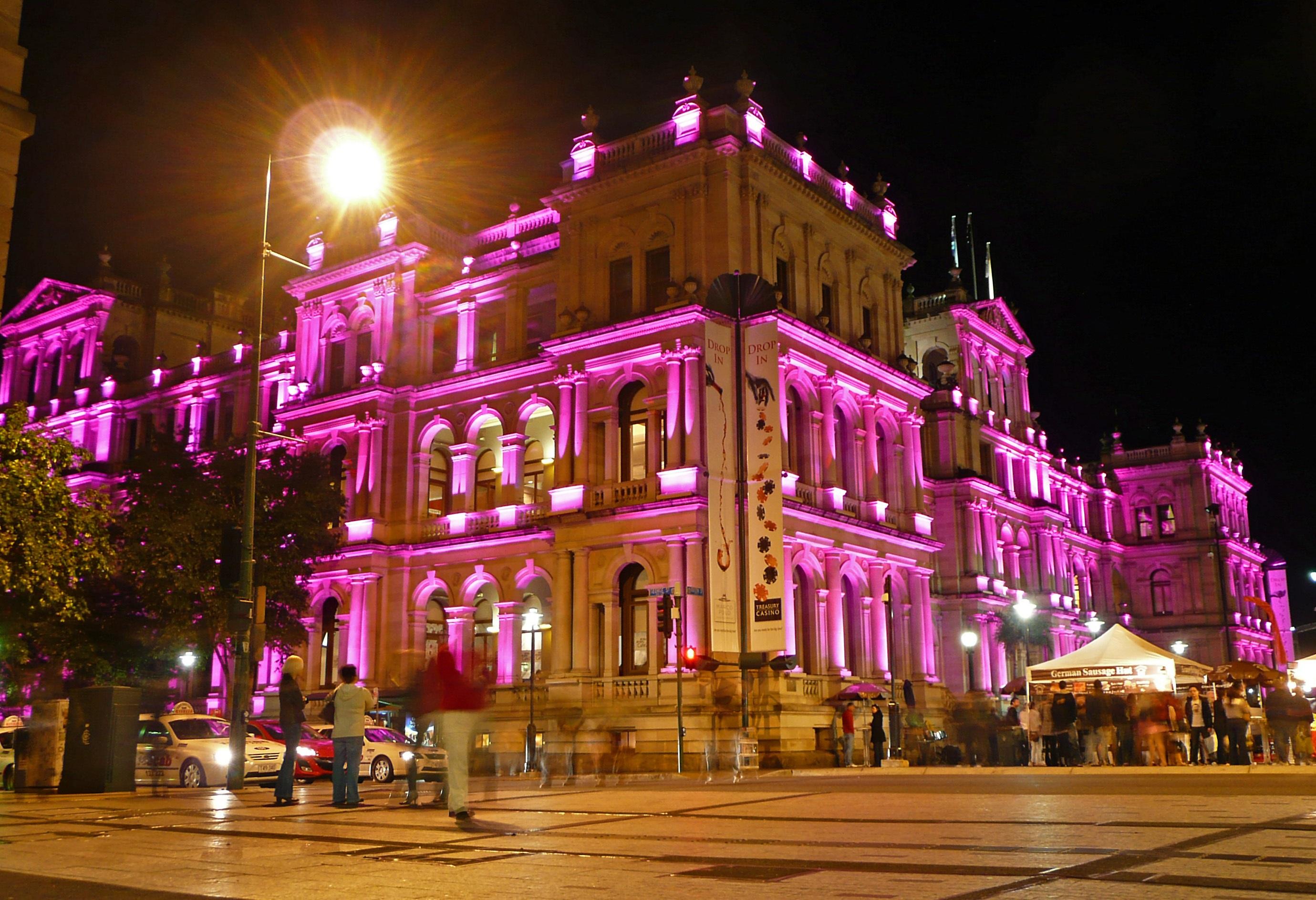 Images gratuites violet b timent paysage urbain for Spot eclairage facade noel
