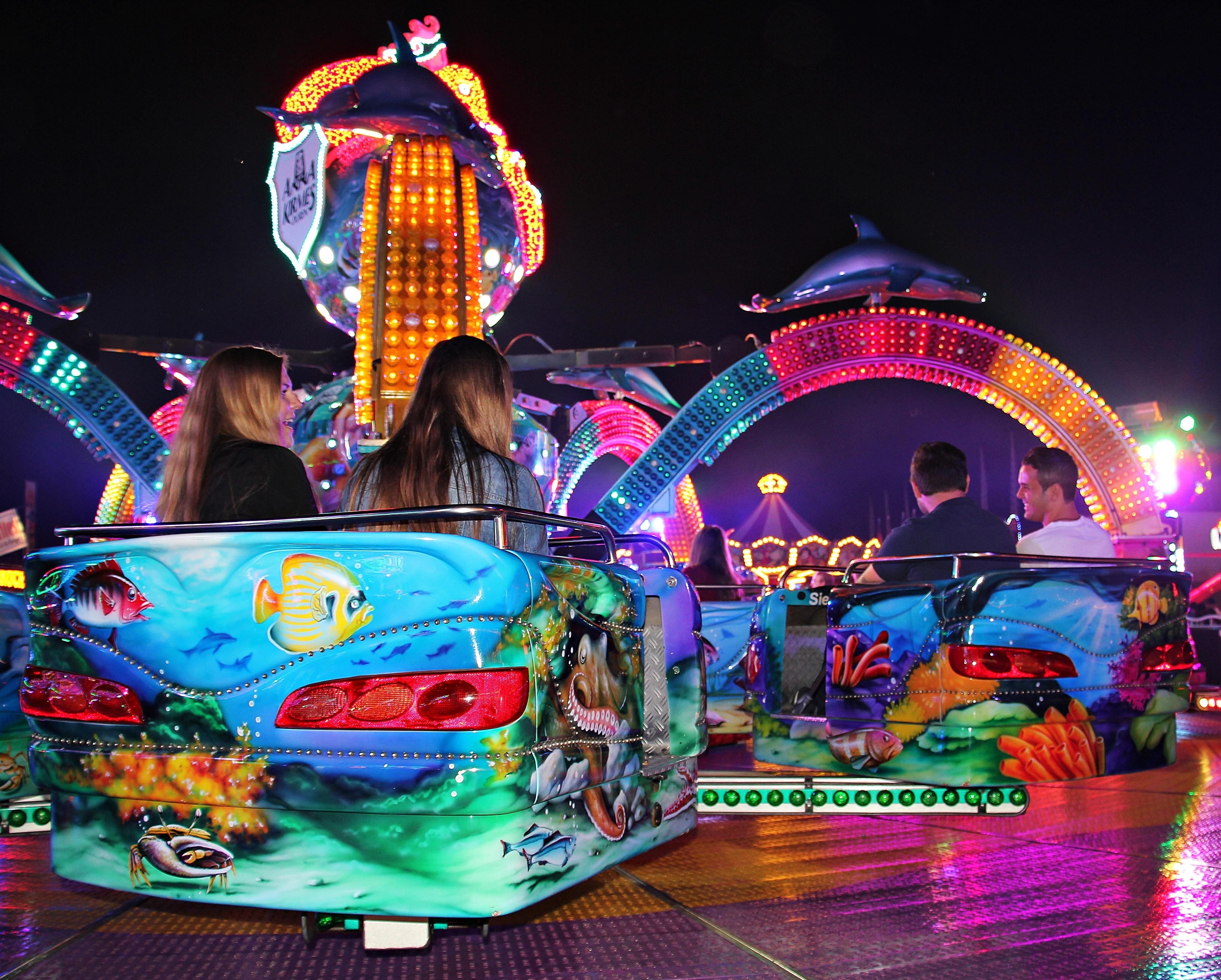 Gratis Afbeeldingen : nacht, recreatie, carnaval, attractiepark ...