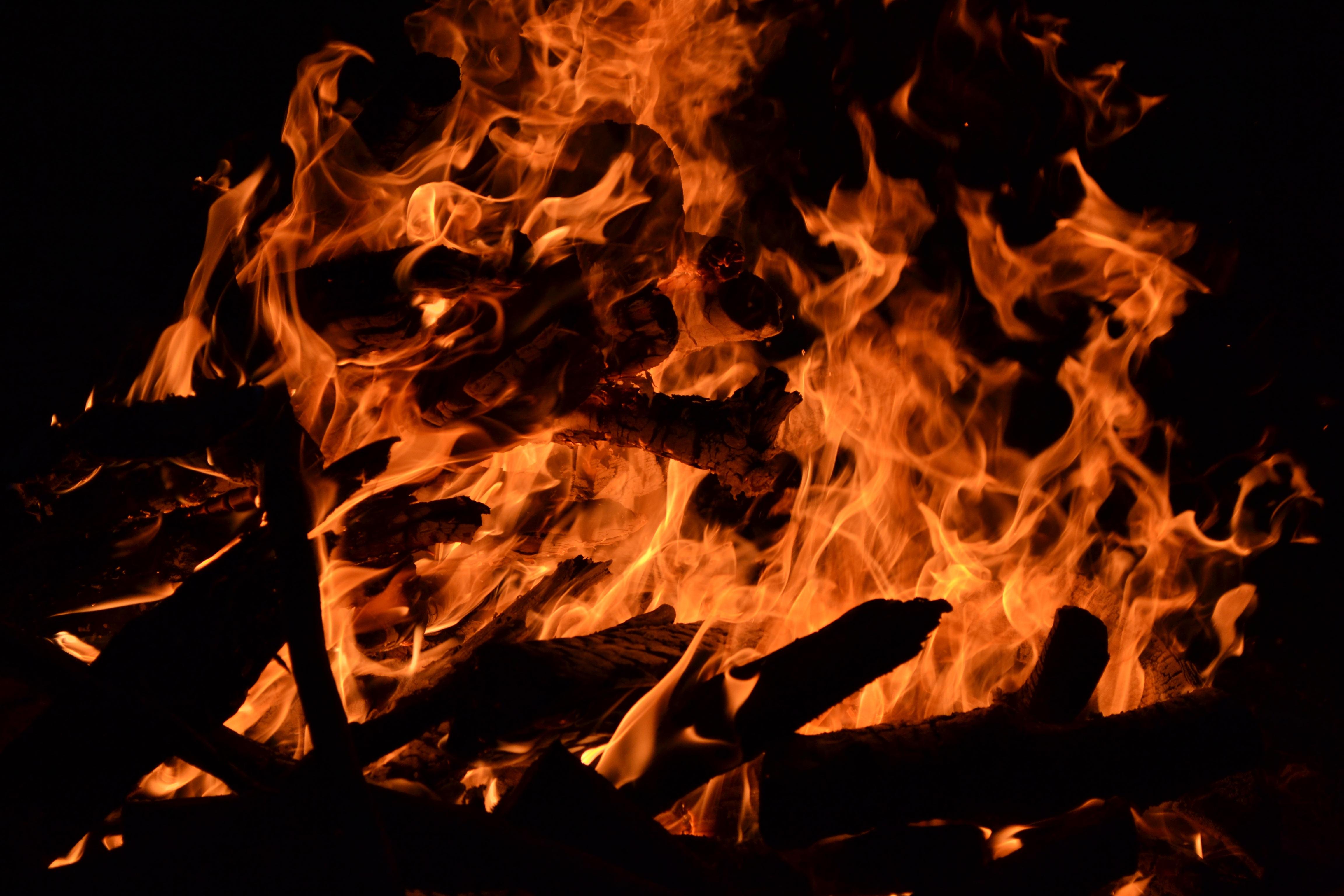 картинки горит огонь ненастоящий