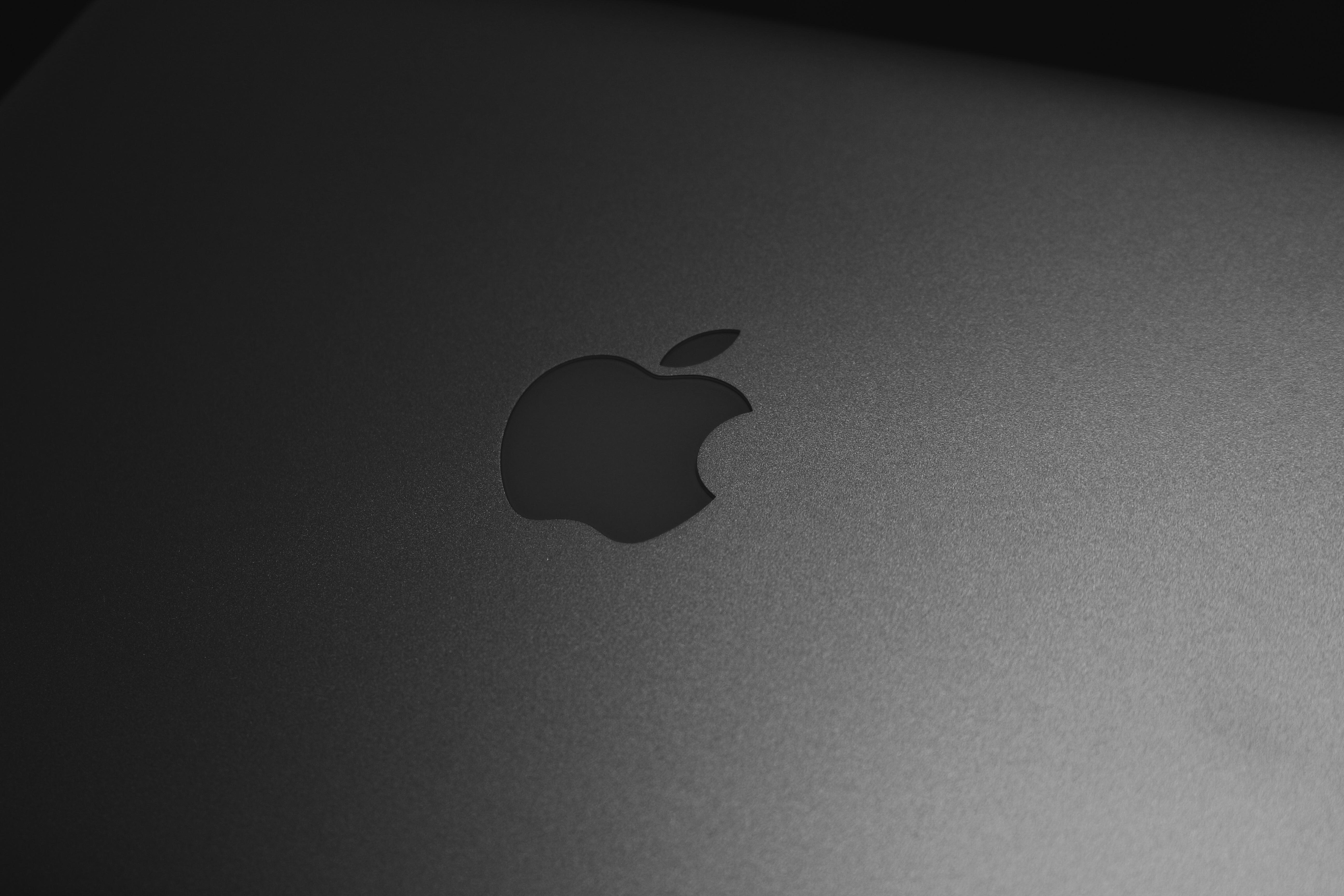 Simple Wallpaper Macbook Light - notebook-macbook-hand-apple-light-black-and-white-white-shadow-darkness-black-monochrome-circle-brand-font-logo-organ-shape-monochrome-photography-computer-wallpaper-877691  Snapshot_526183.jpg