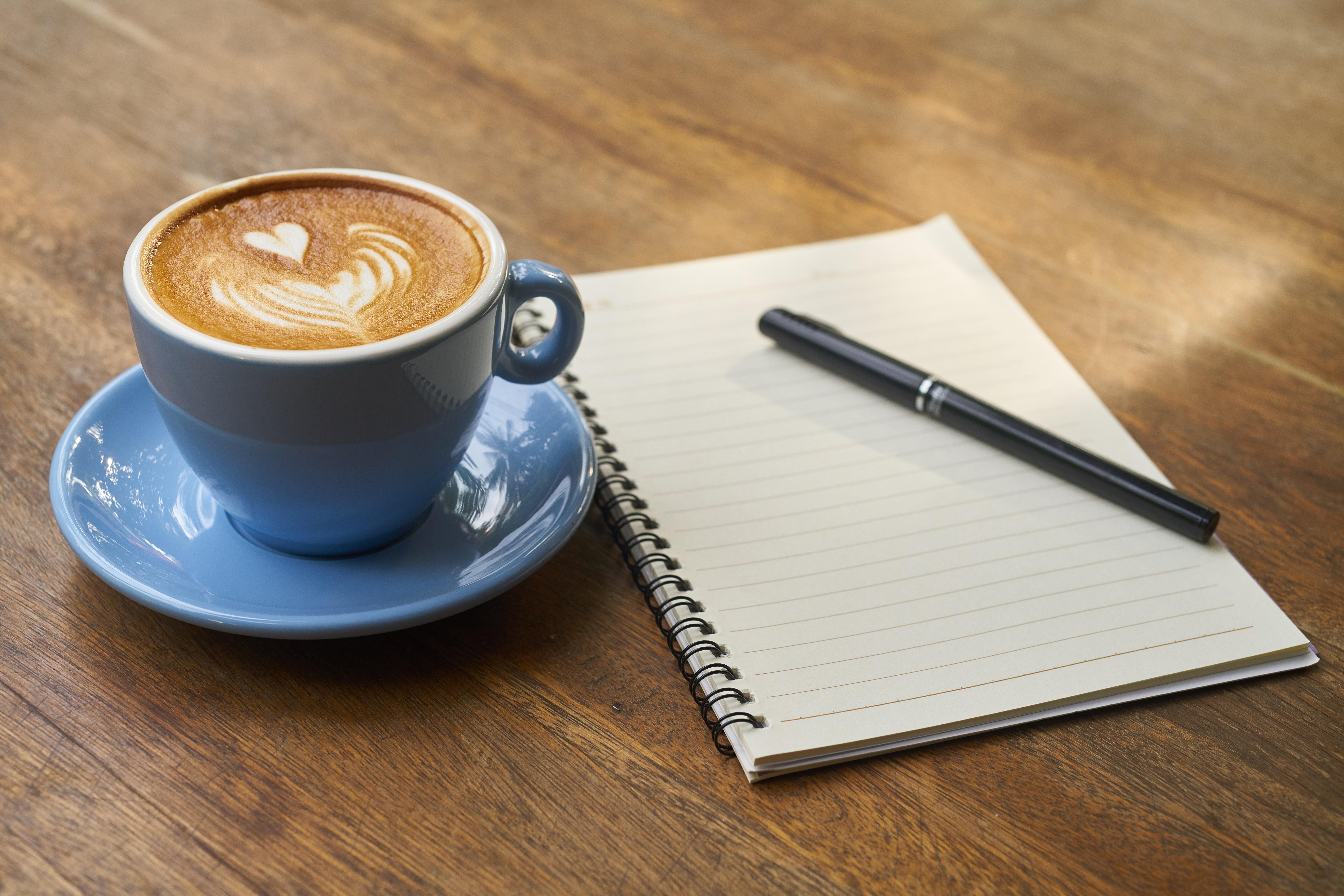 Immagini belle : taccuino tavolo libro leggere bar fotografia