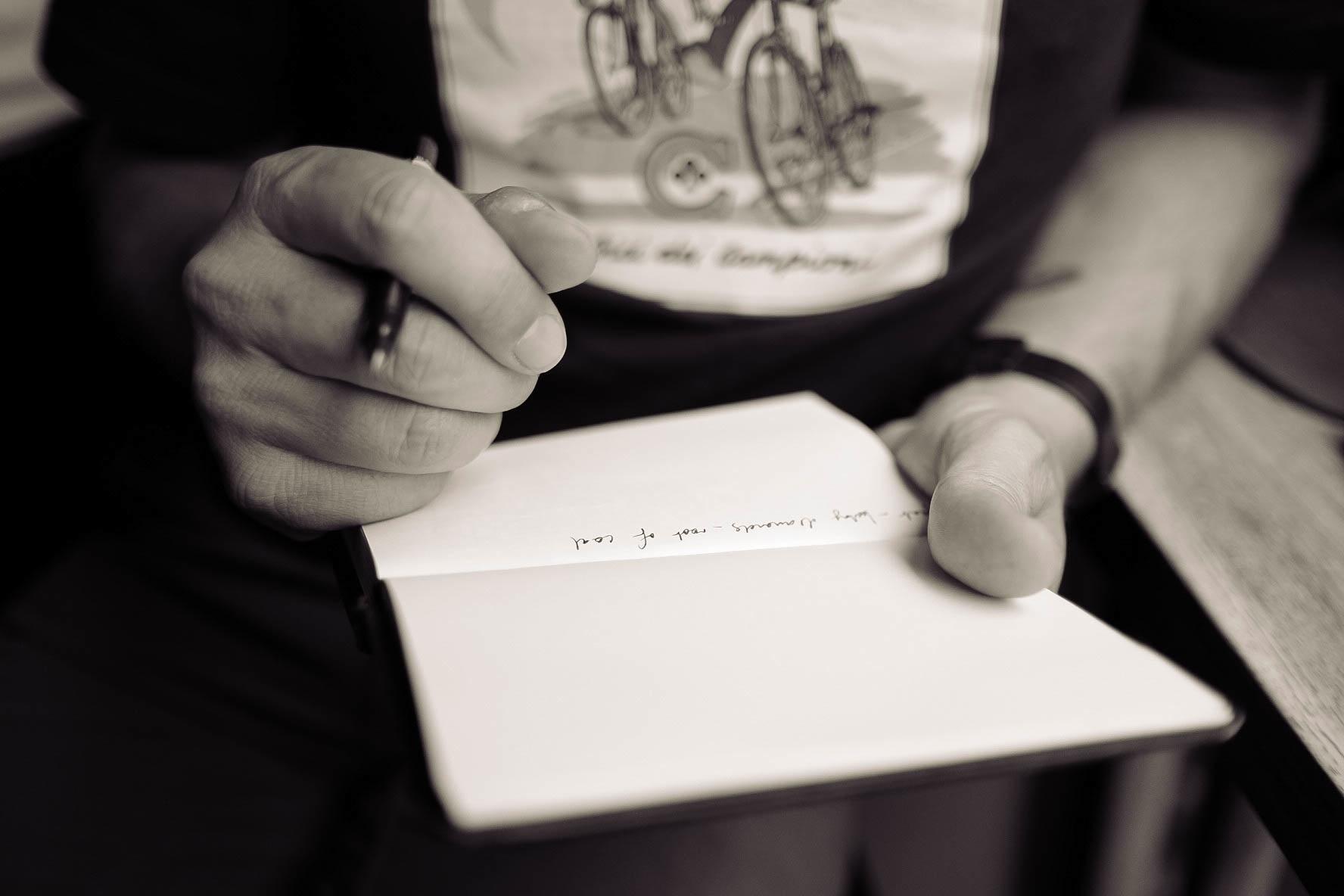 письмо в руках картинки салон арт-эскорт