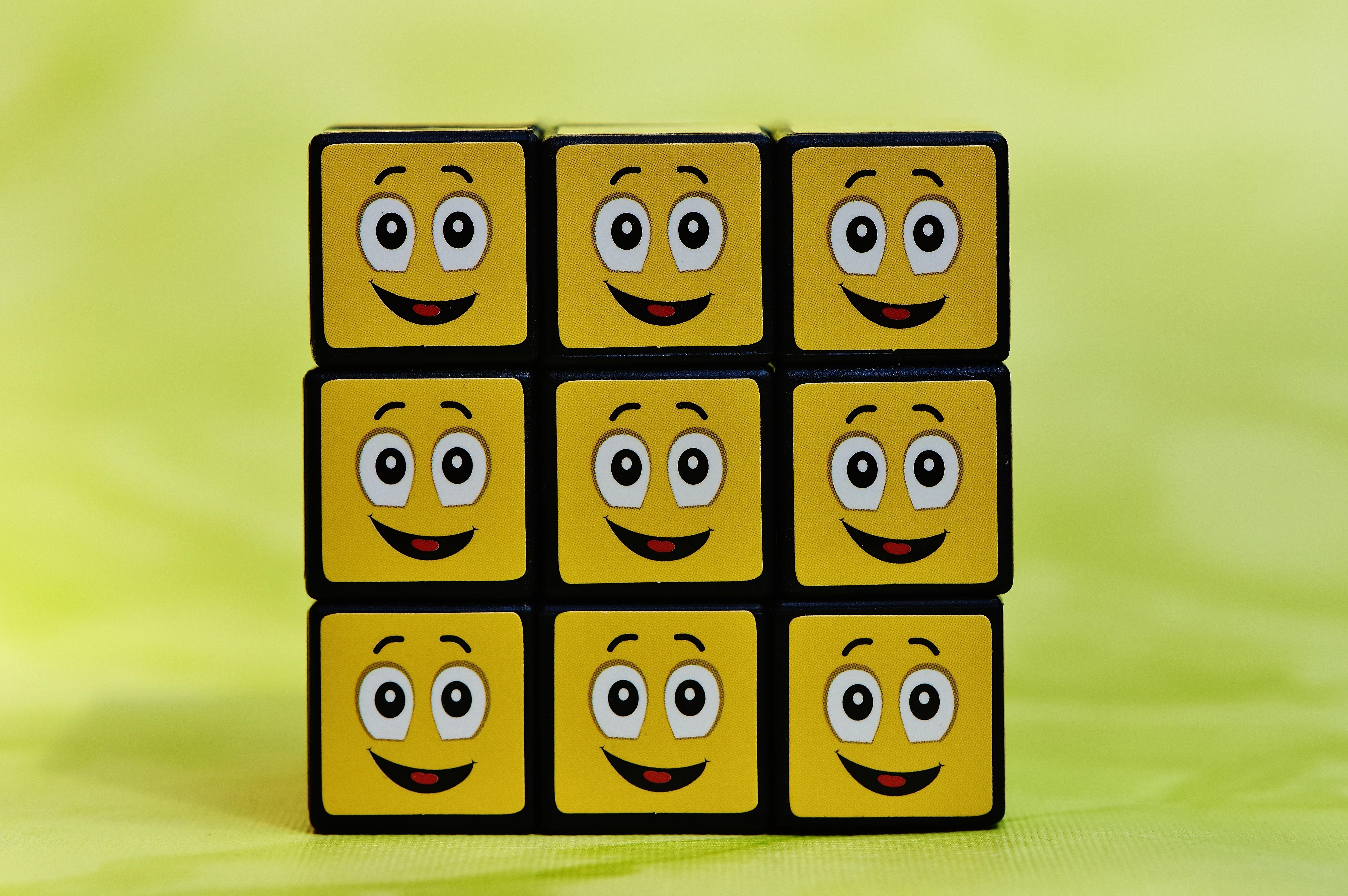 Gambar Jumlah Kuning Mainan Tersenyum Fon Lucu Kubus Wajah