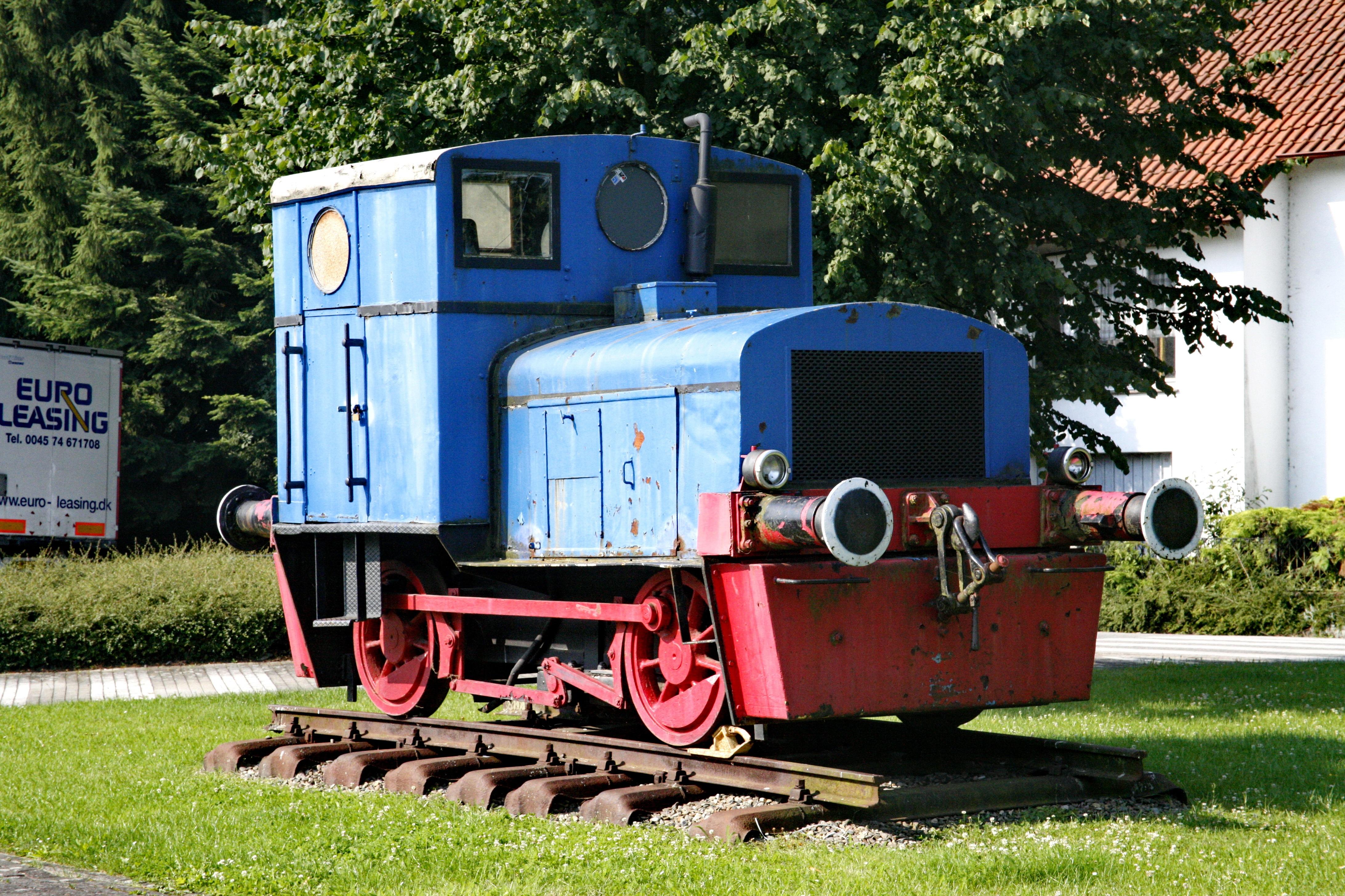 поделитесь своей фото старых жд локомотивов для моделей имитацией