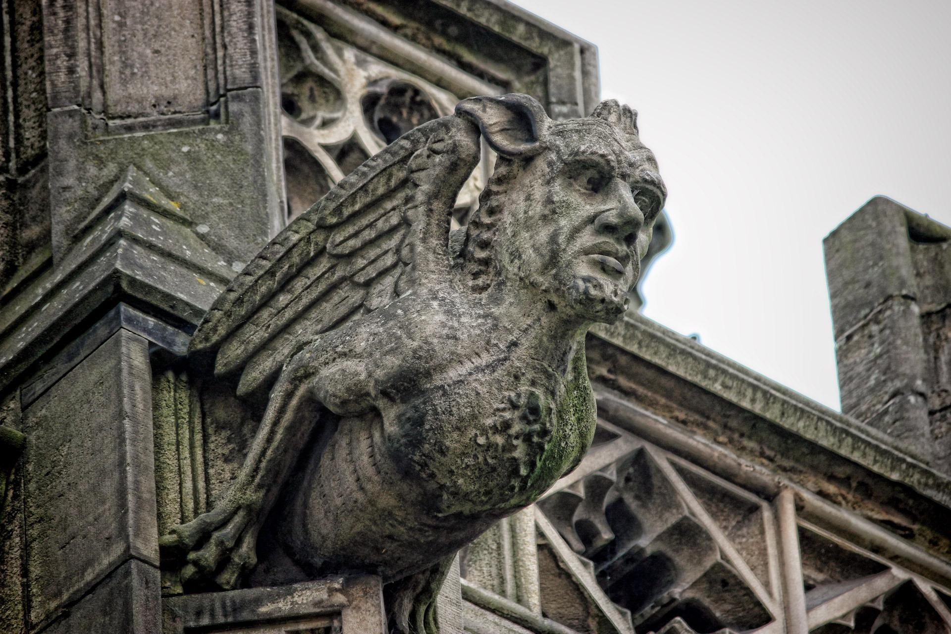 무료 이미지 늙은 기념물 동상 성당 고딕 석상 맨체스터 조각 미술 신전 악마 돌로