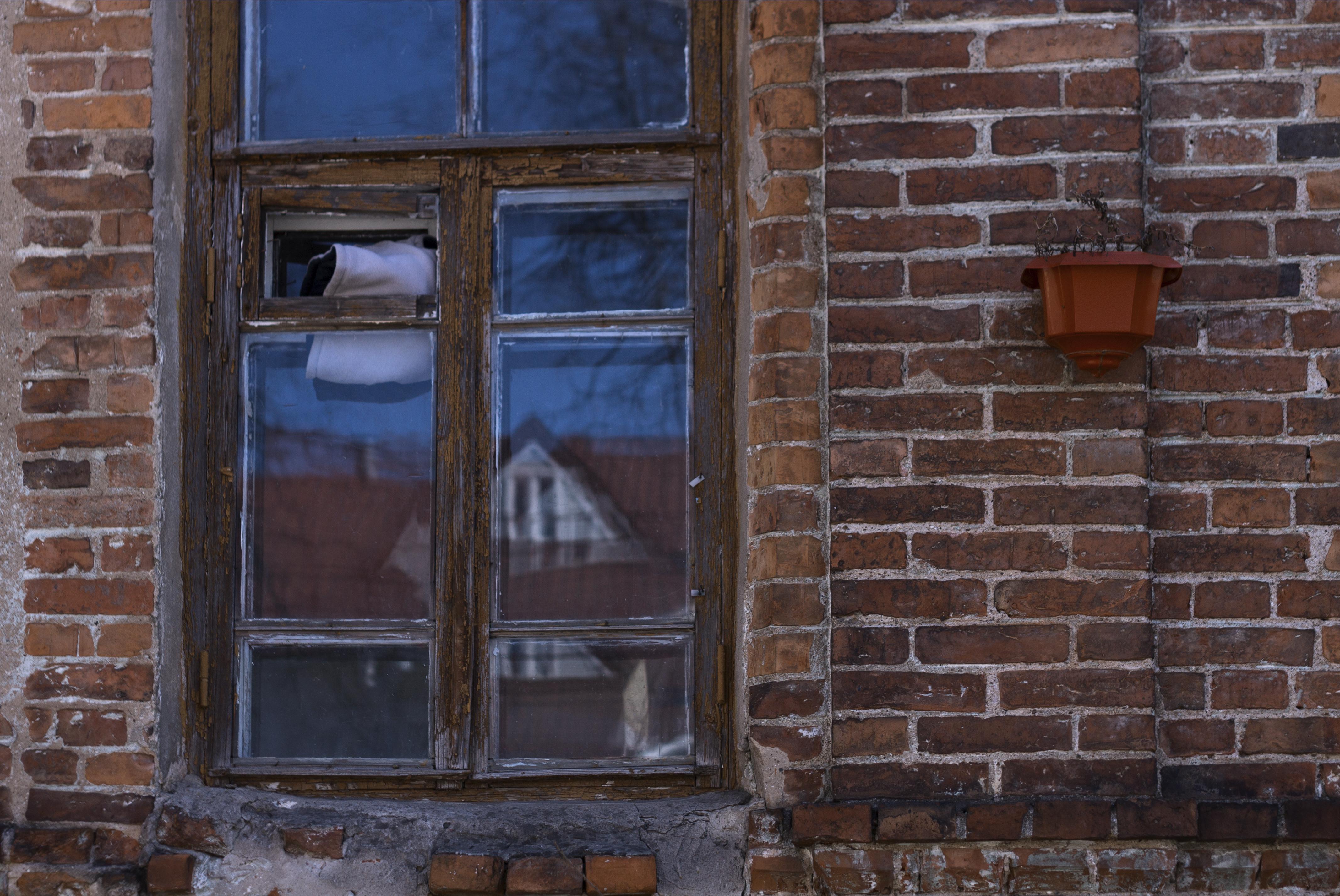 古い ビテブスク 窓 赤 レンガ シャガール ヨーロッパ レンガ造り 壁 ドア ファサード 家 建物 路地 ガラス