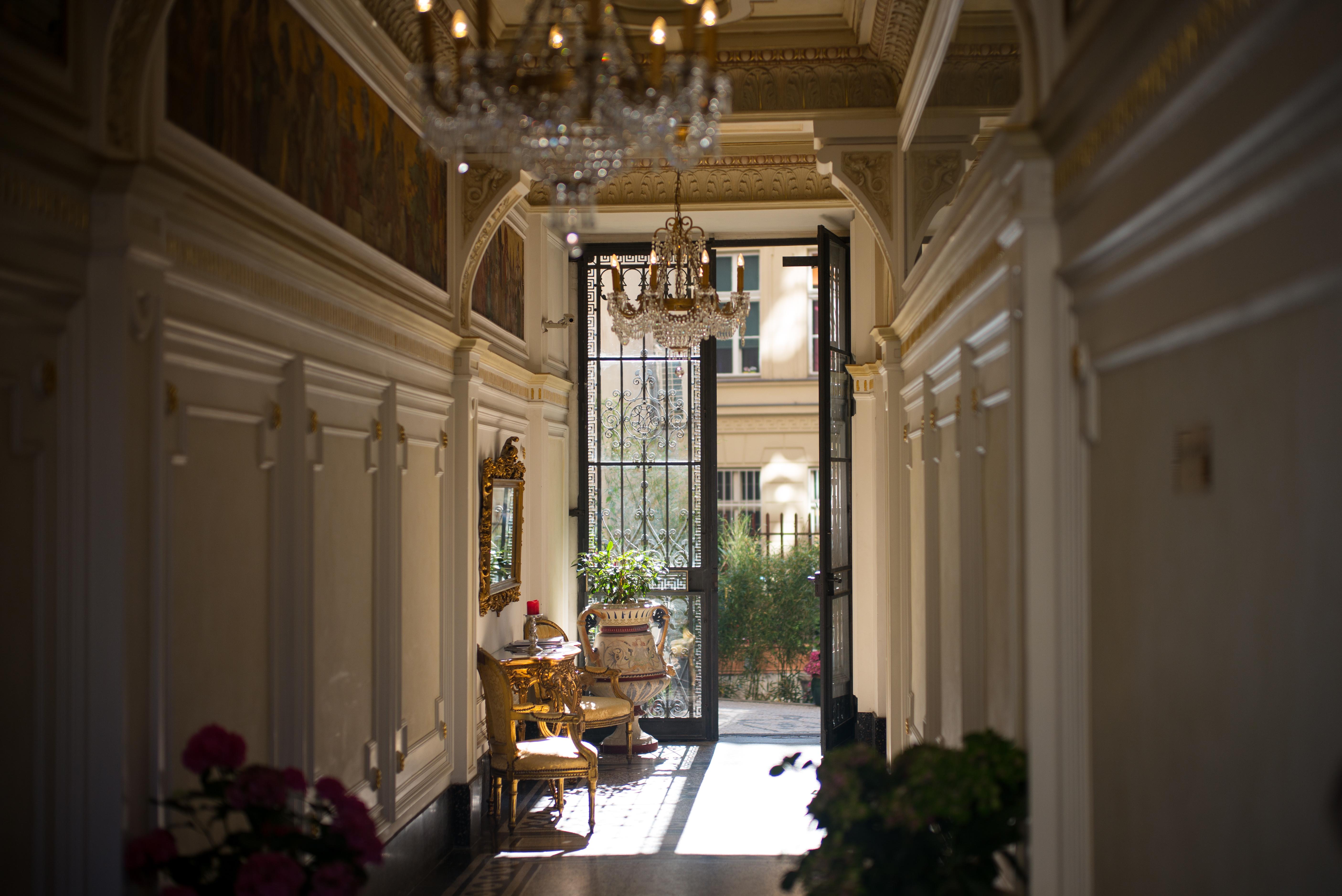 Immagini Belle : Aperto, sole, dimora, casa, mattina, sedia, interno ...