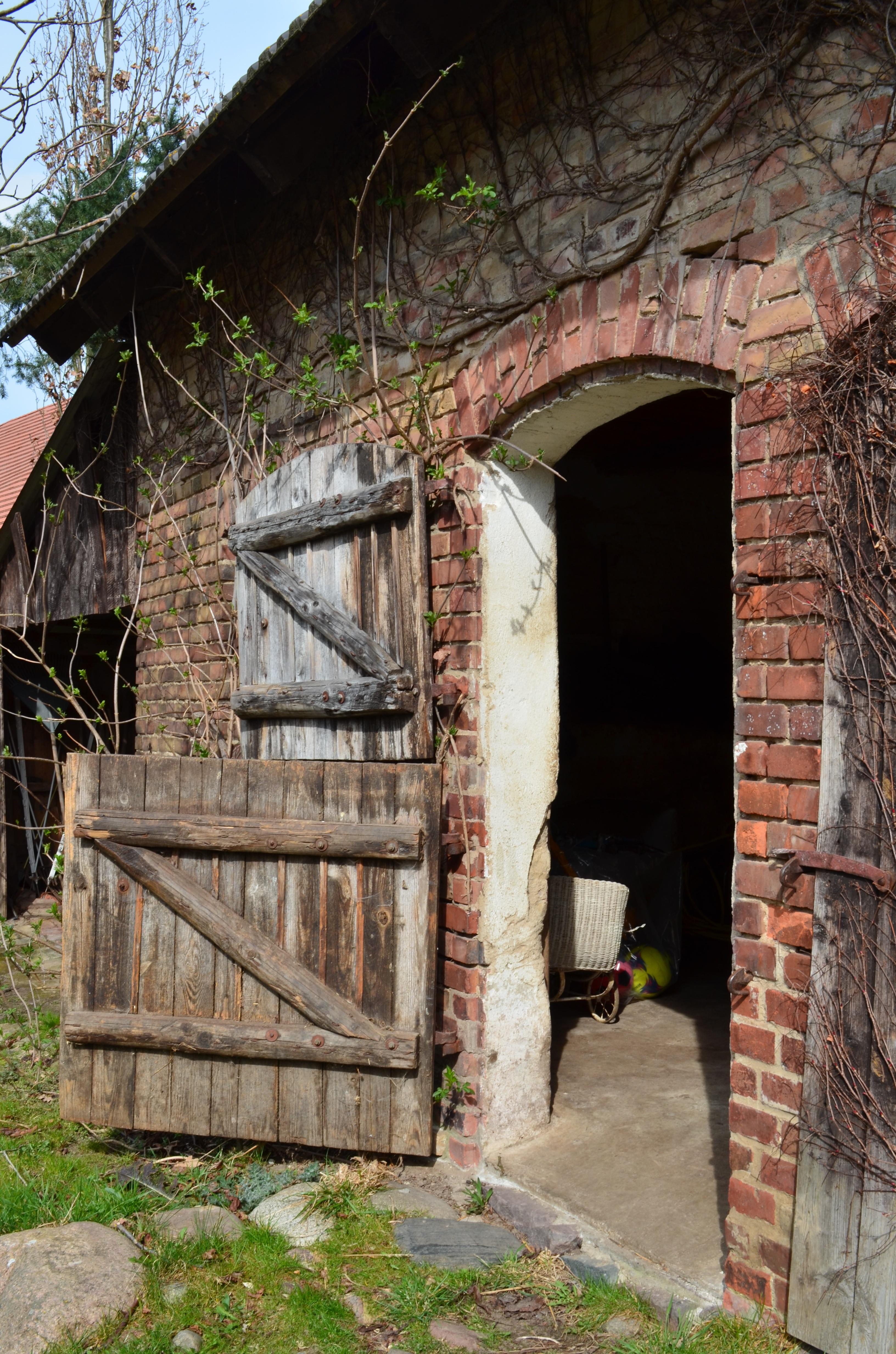 Images gratuites ouvrir bois ferme maison bâtiment vieux ruelle grange mur cabanon rustique cabane chalet agriculture stalle ruines