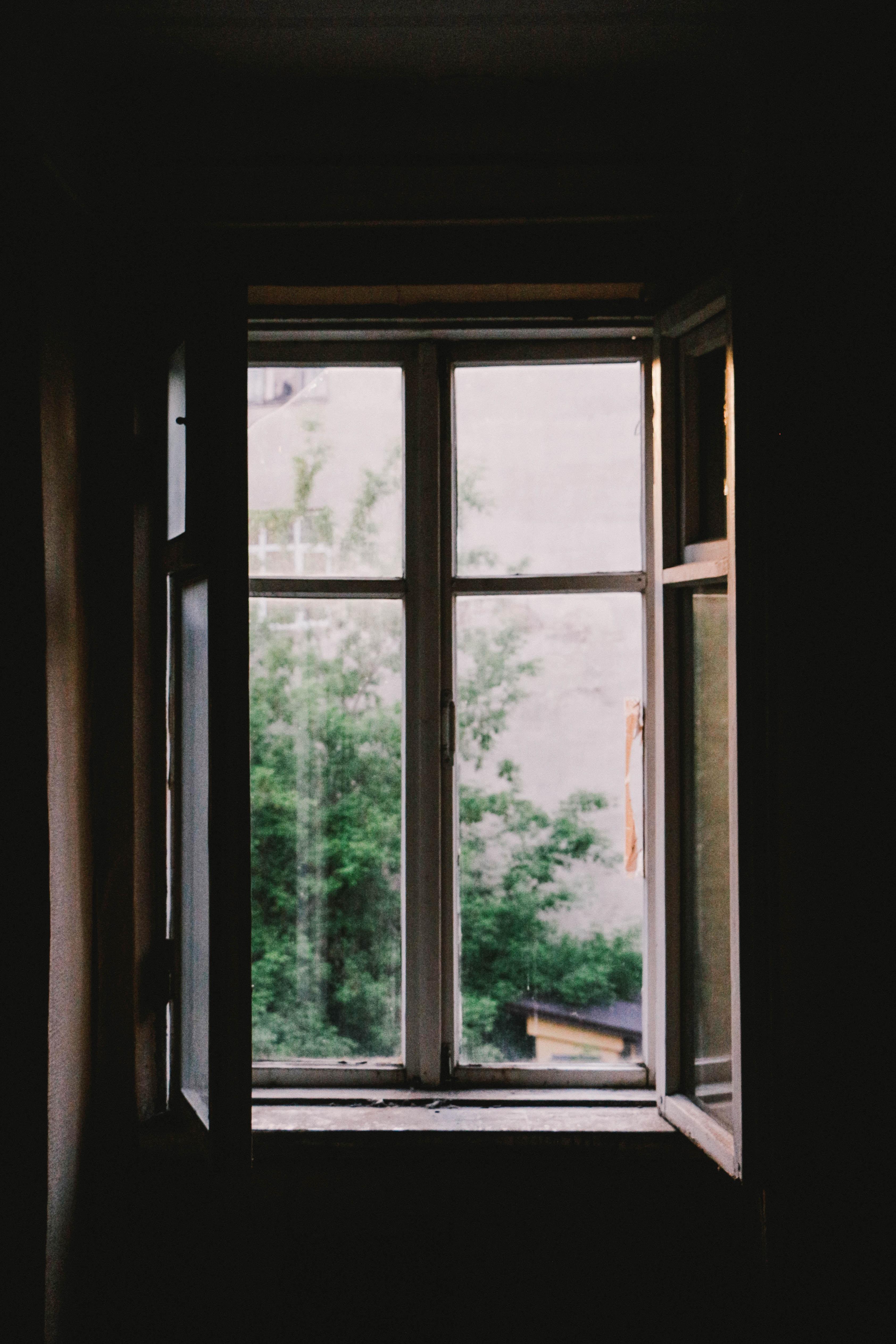 Ouvrir bois maison fenêtre verre maison foncé éclairage porte design dintérieur vitre lumière du