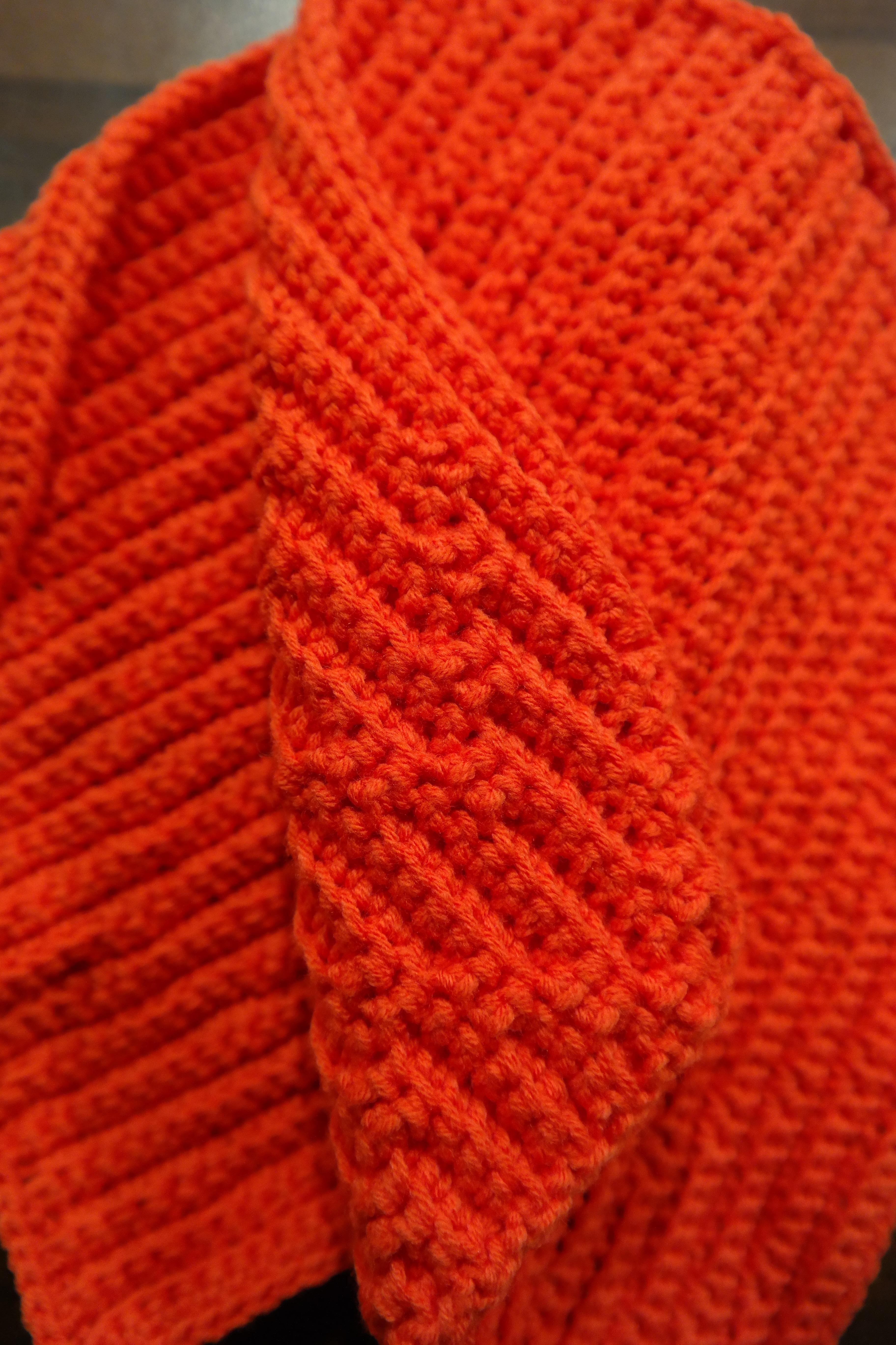Fotos gratis : naranja, patrón, rojo, ropa, Casco, tela, Gorro, de ...