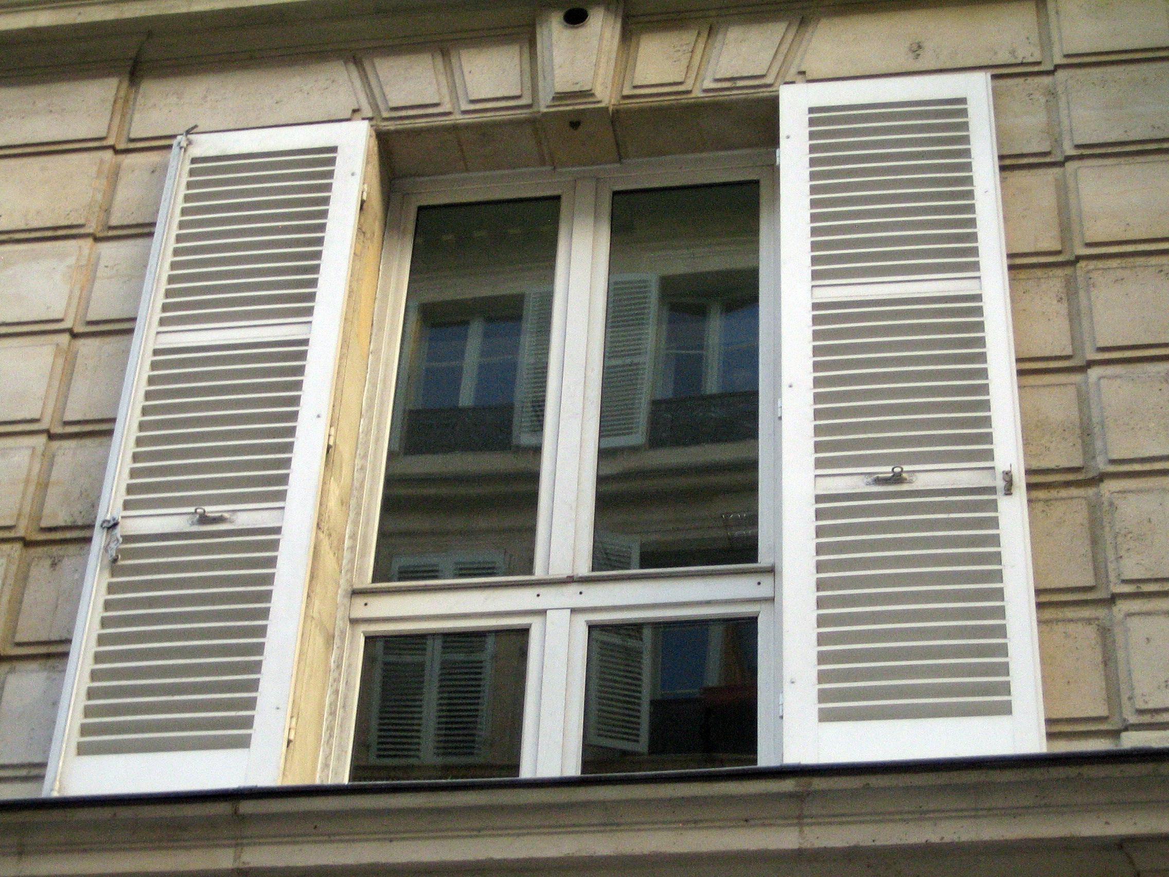 Fotos gratis al aire libre arquitectura calle techo for Miroir fenetre casa