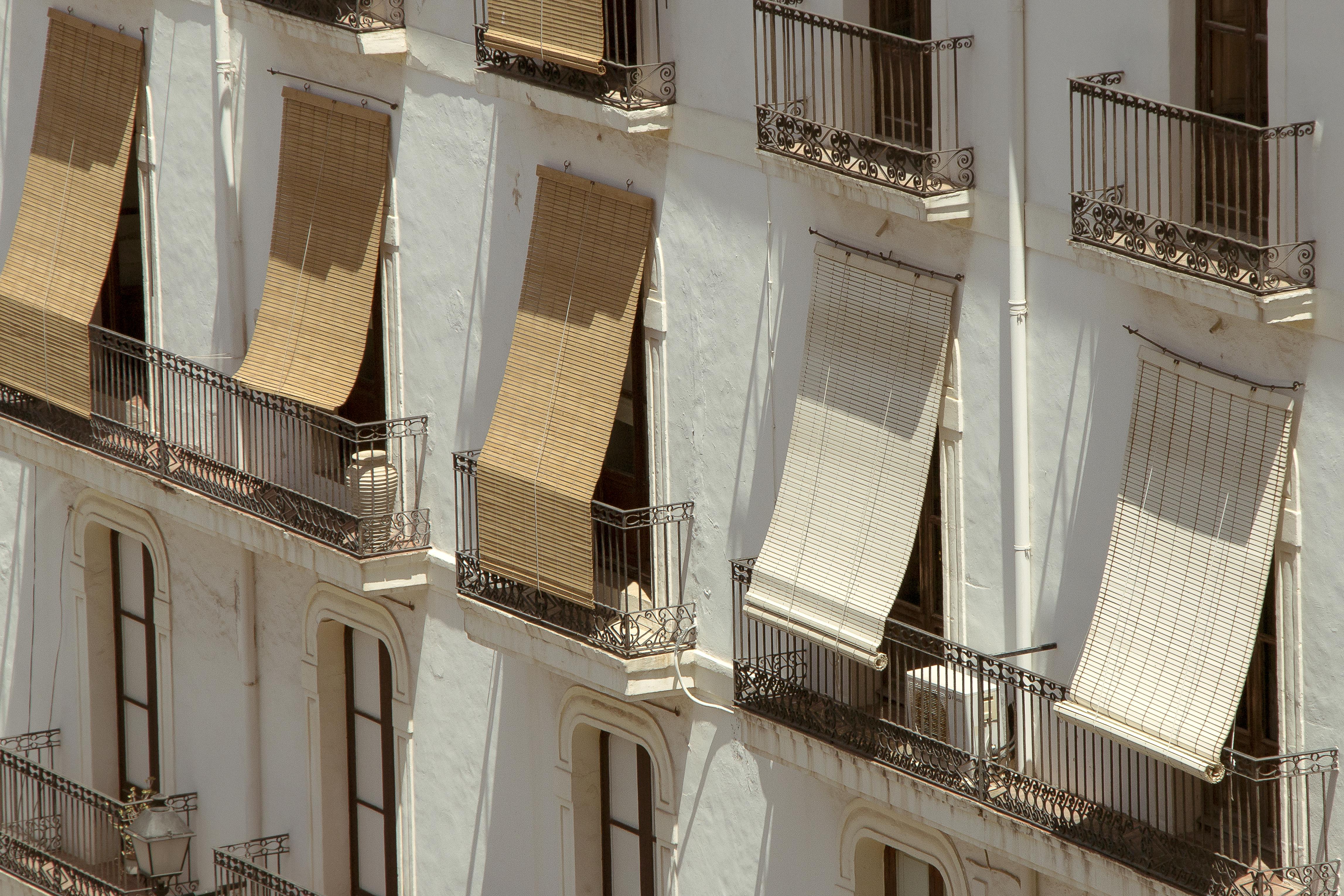 Gratis billeder : udendørs, arkitektur, struktur, træ, hus, vindue ...