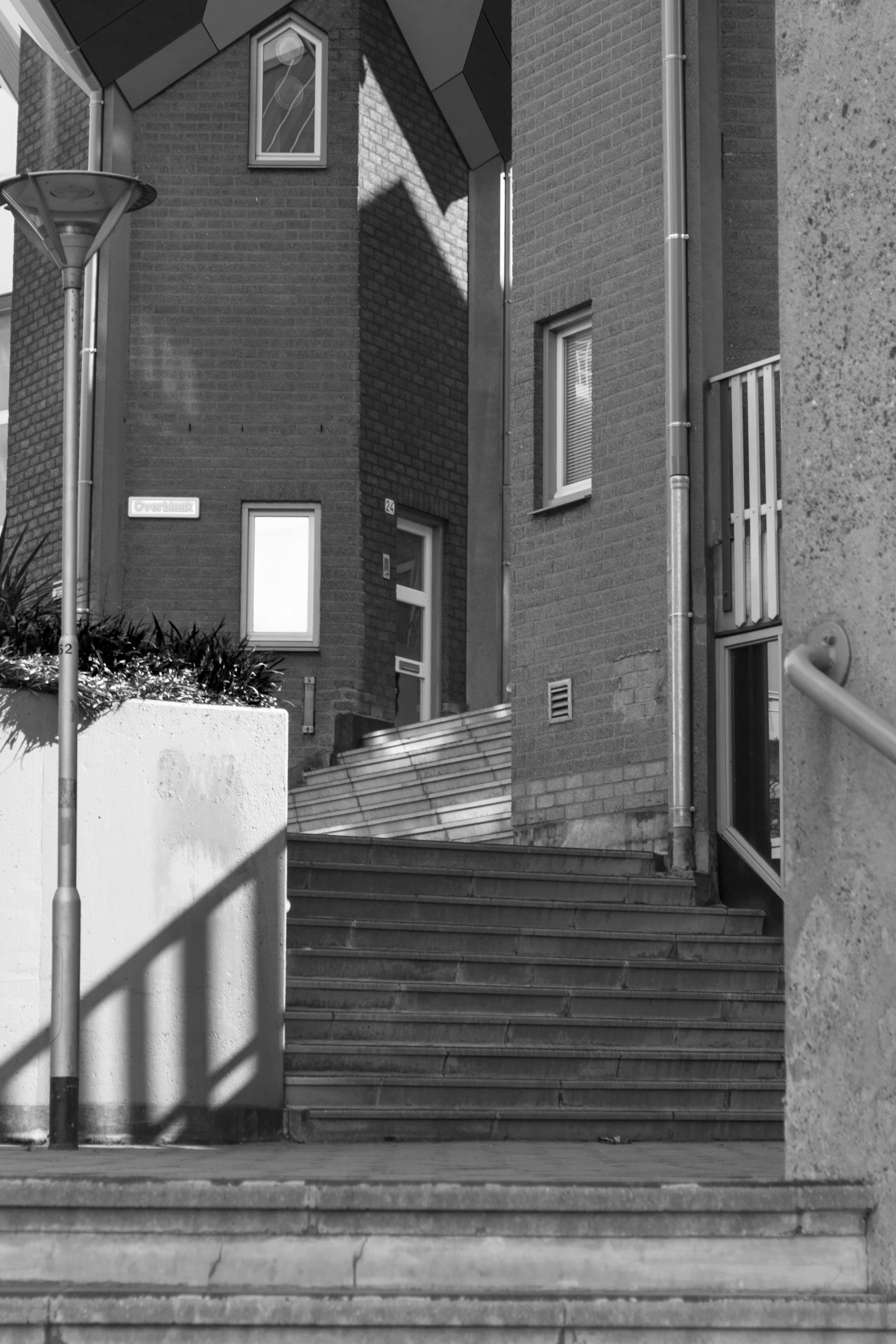 https://get.pxhere.com/photo/outdoor-black-and-white-architecture-road-white-street-house-window-alley-home-urban-wall-facade-nikon-black-monochrome-lane-lighting-nederland-netherlands-rotterdam-infrastructure-outdoorphotography-photograph-urbanphotography-shape-paulvandevelde-pdvandevelde-padagudaloma-dordrecht-stadsfotografie-nederlandinfotos-blaak-kubuswoning-cubehouses-urban-area-monochrome-photography-386430.jpg