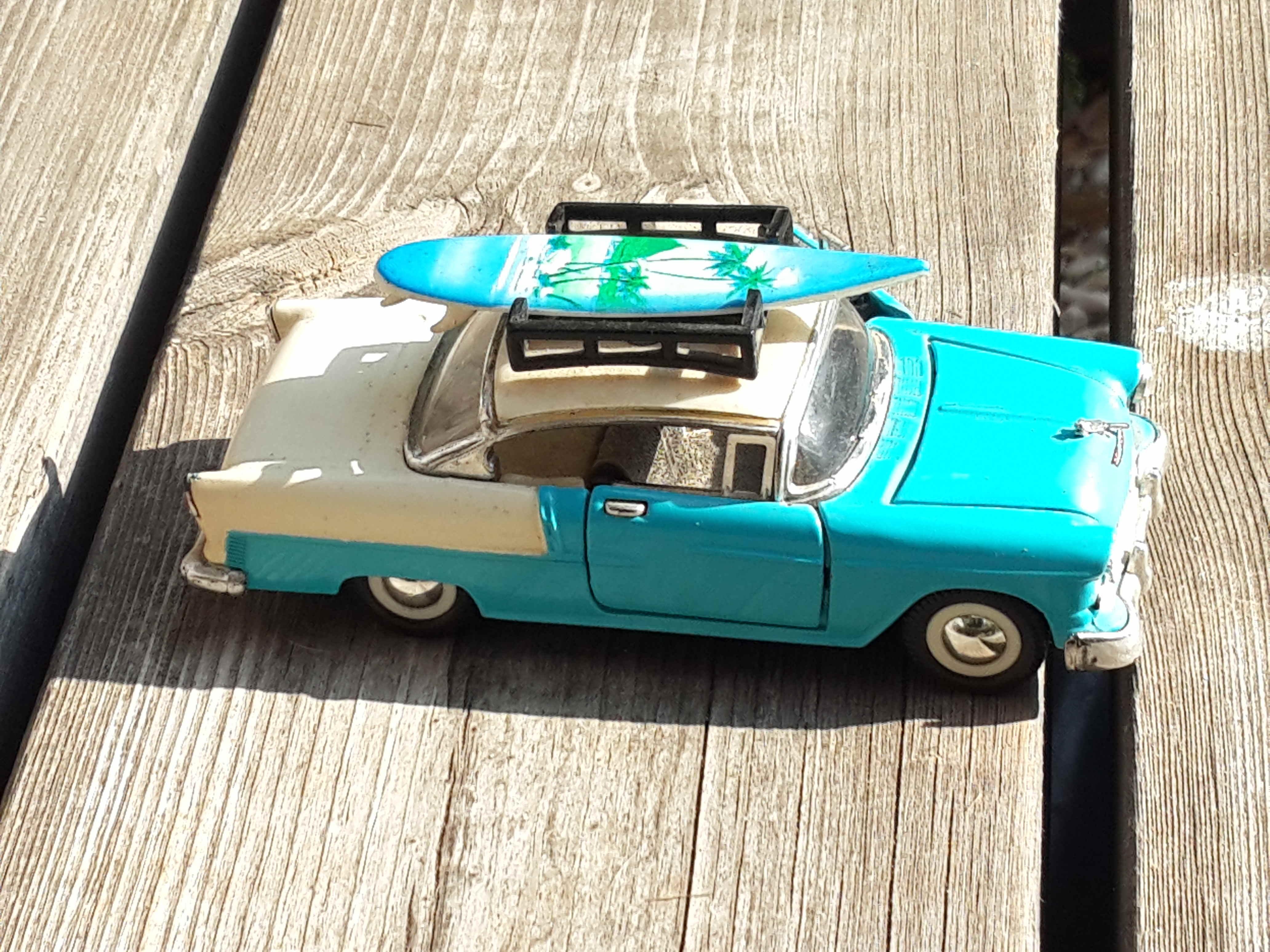 draussen auto spiel spielen kind fahren mannlich fahrzeug fahrt klein spielzeug kindheit sportwagen oldtimer rennauto familie