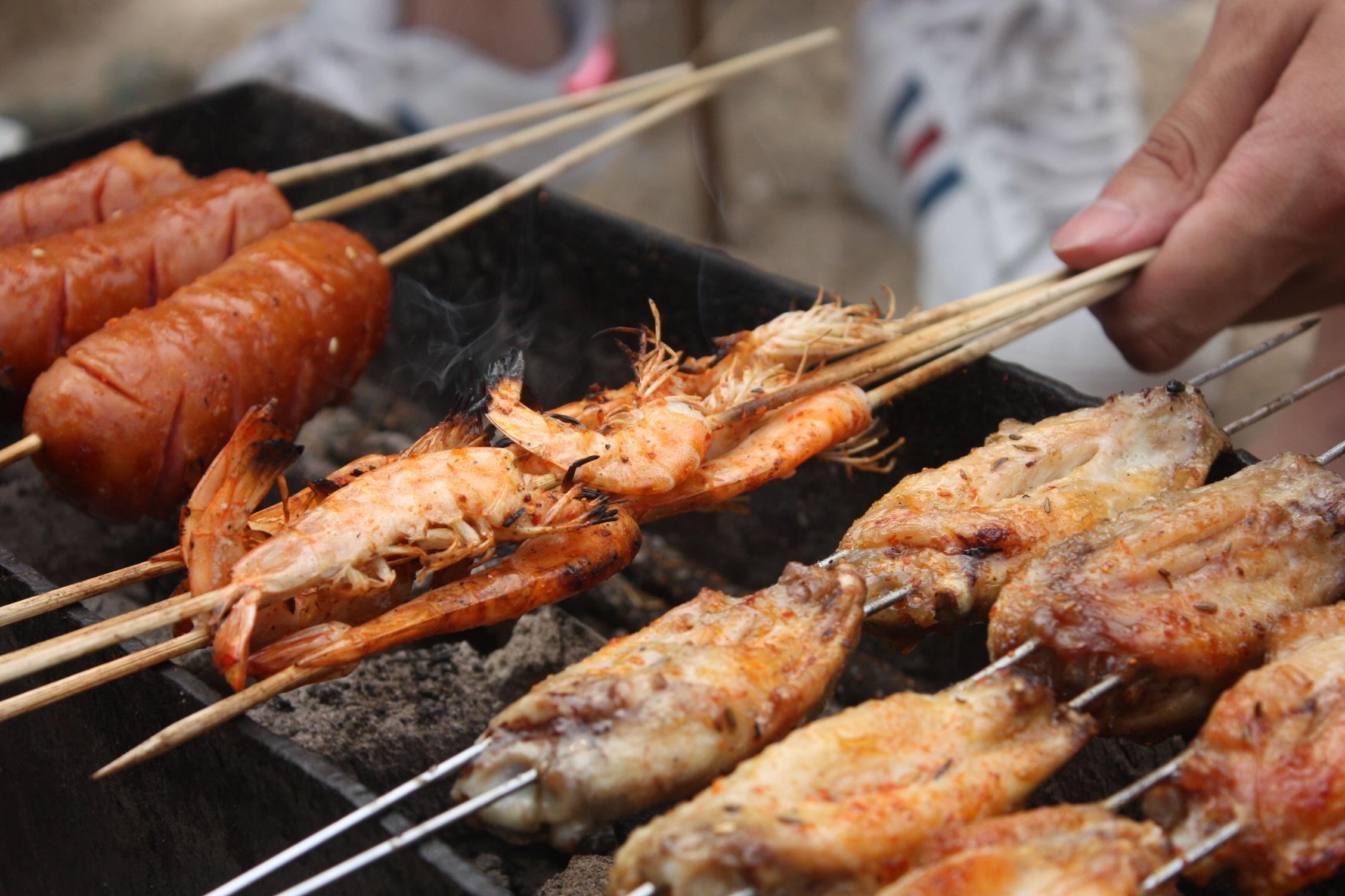 Барбекю из рыбы и мяса как обложить камин электрический