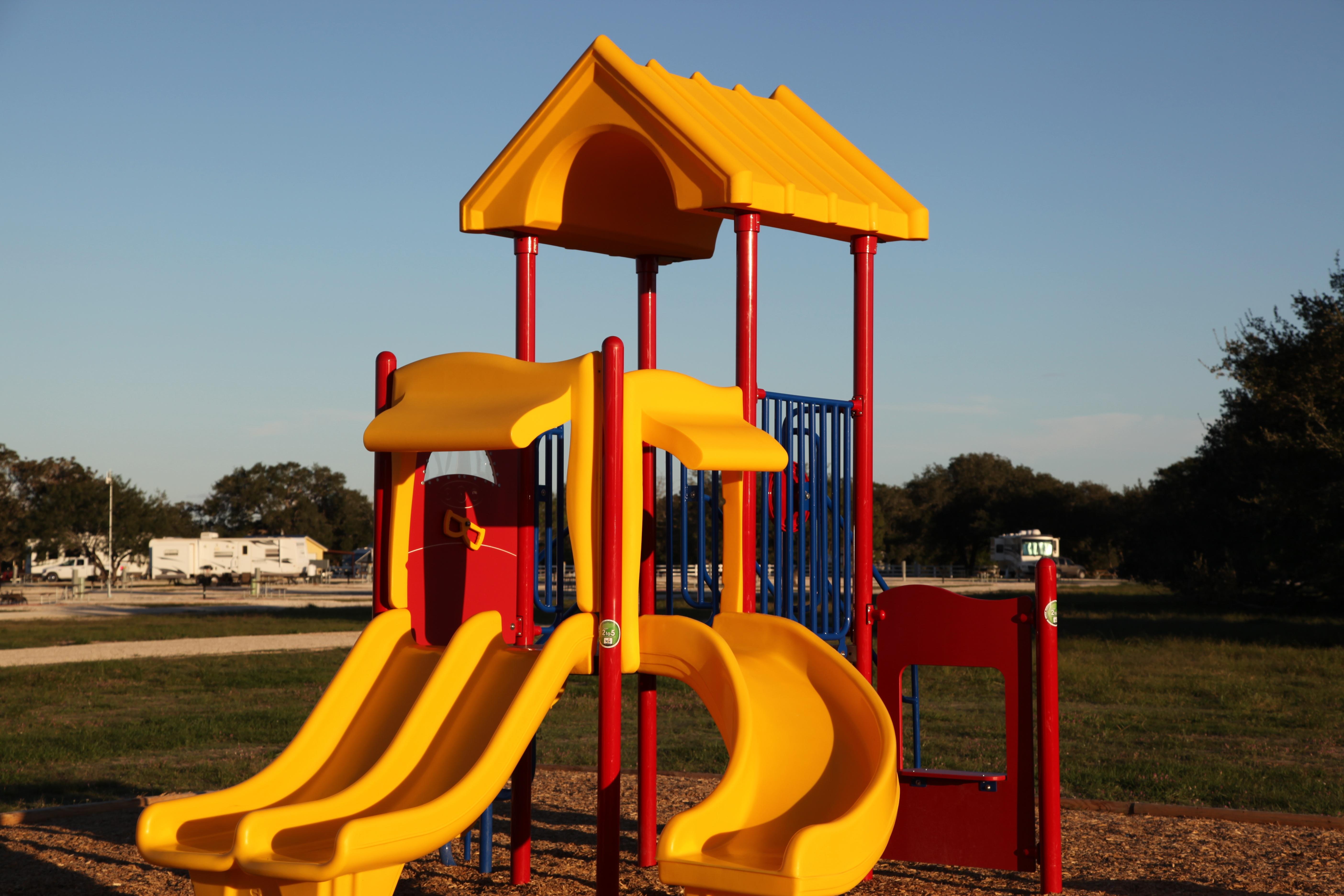 Spielgeräte Für Draußen kostenlose foto draussen spielen stadt sommer erholung