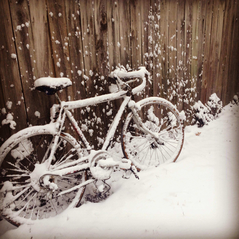 автоматизированных картинка велосипед и зима человека взявшего
