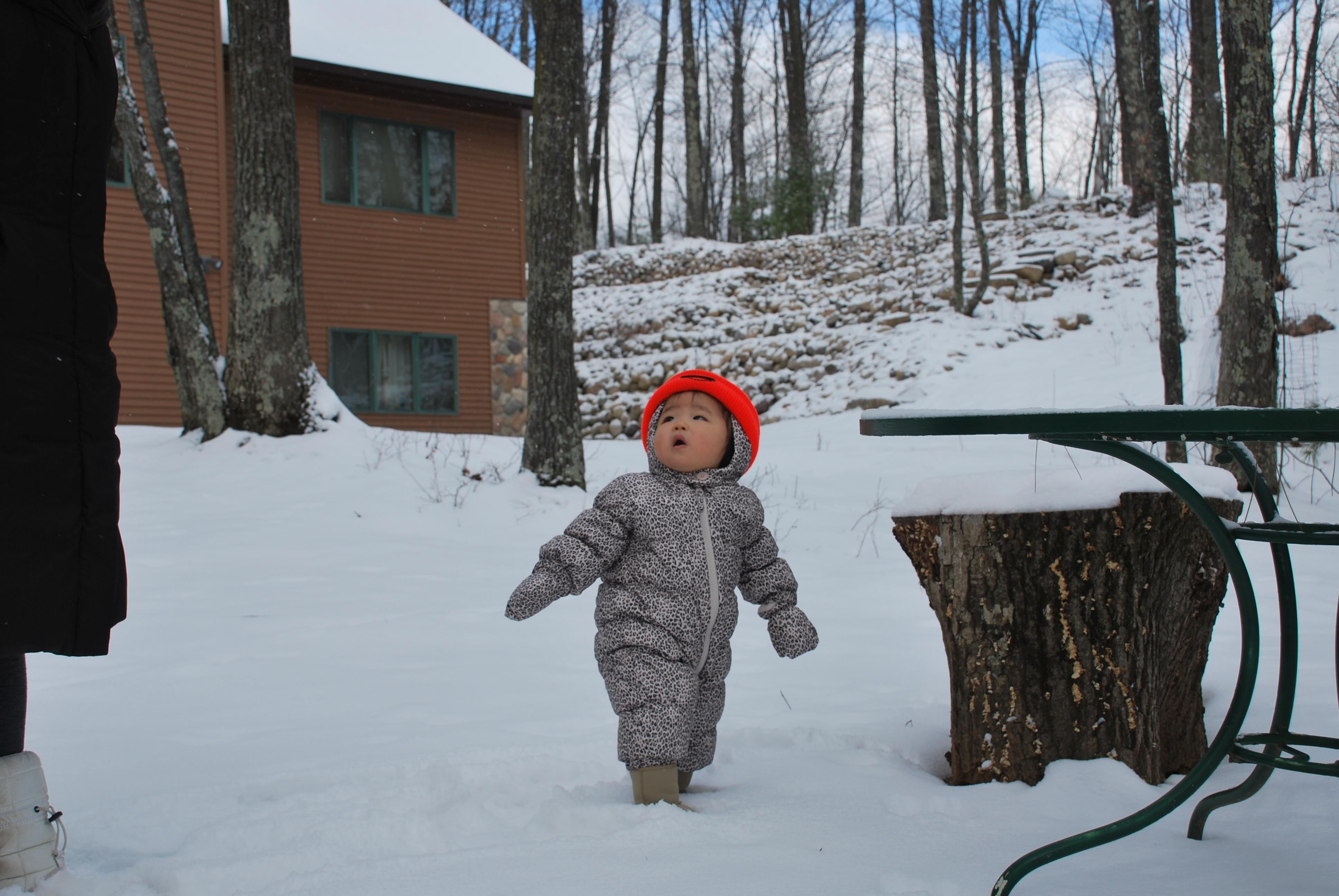 Gambar Outdoor Salju Musim Dingin Anak Imut Kecil Cuaca