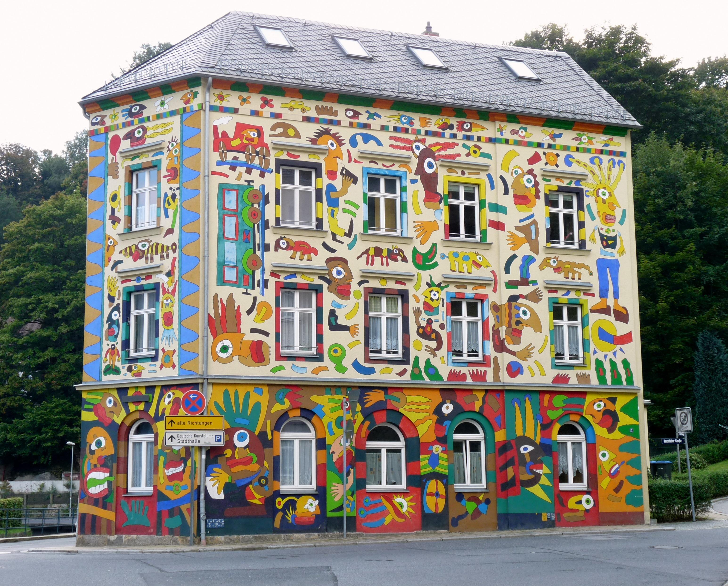 Farbe Fassade Bunt Spielzeug Anbetungsstätte Malerei Kunst Tempel  Wandgemälde Schrein Craffiti Haus Fischer Art In Sebnitz