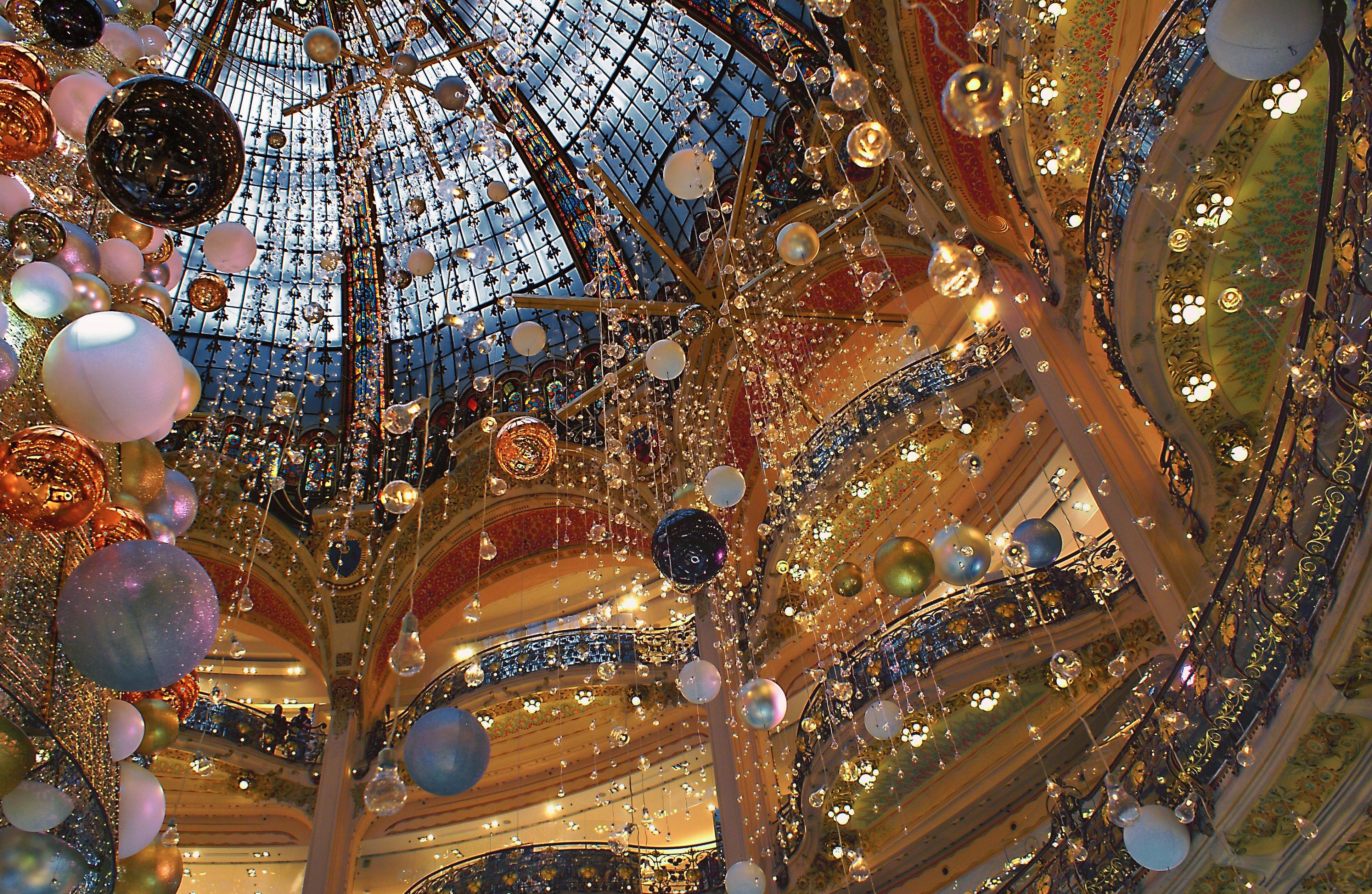 100 Ceiling Christmas Tree