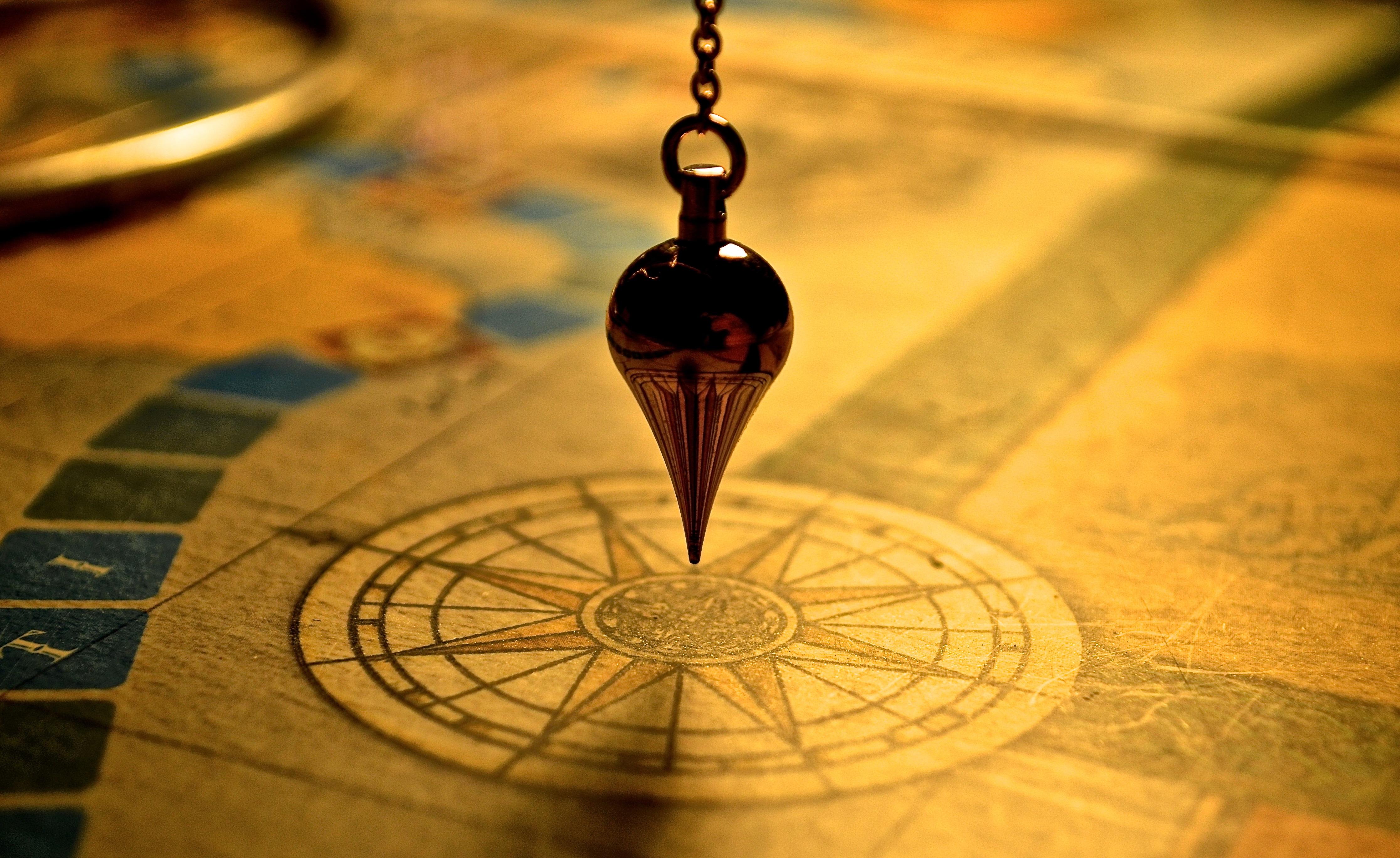 Gratis Afbeeldingen : pad, blad, glas, kleur, kompas, geel ...
