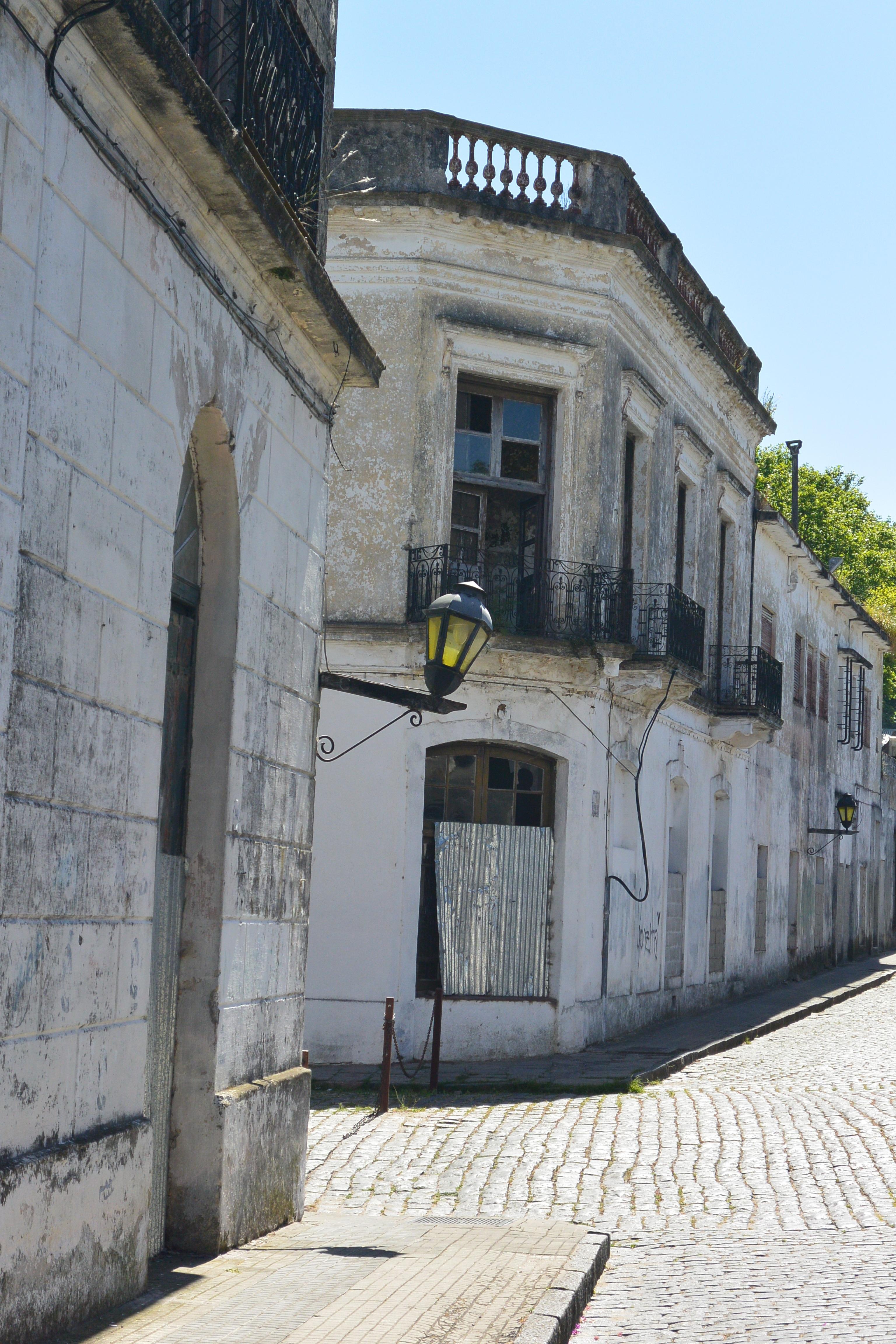 fotos gratis camino ligero la carretera calle ventana pueblo callejn pared piedra linterna pacfico paz antiguo fachada