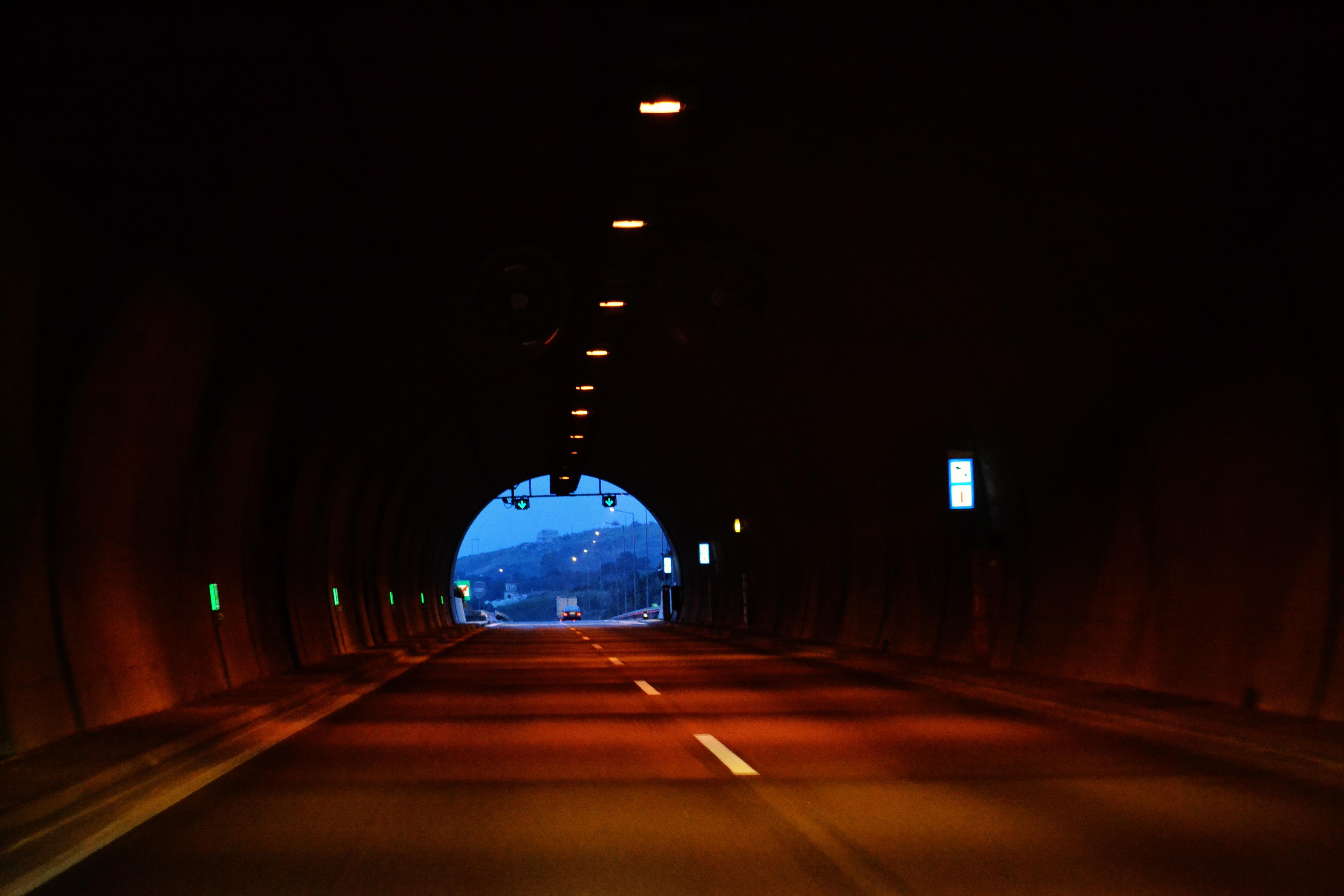 Gratis Afbeeldingen : pad, weg, nacht, ontsnappen, avontuur, donker ...
