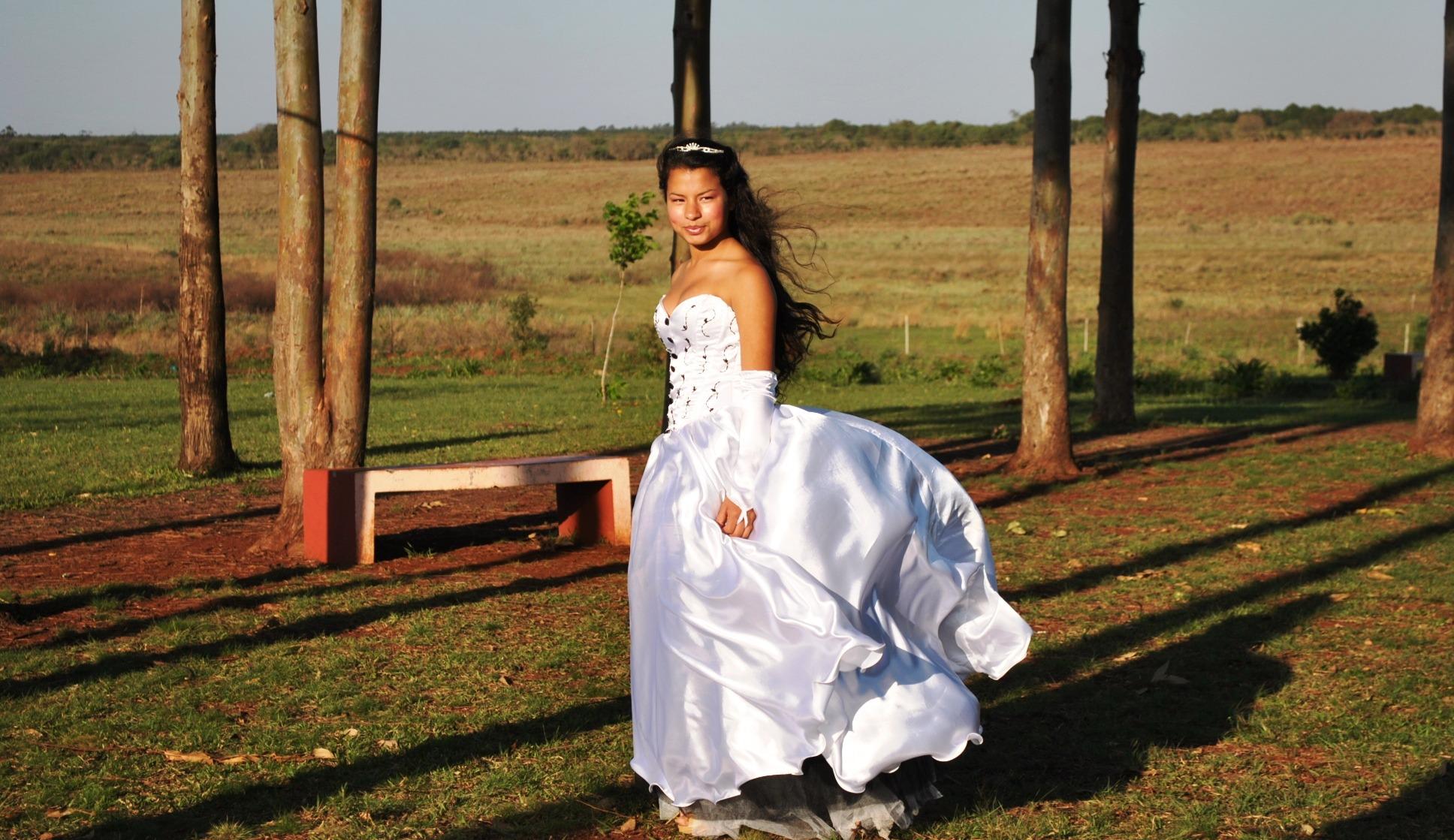 Белое платье в поездке