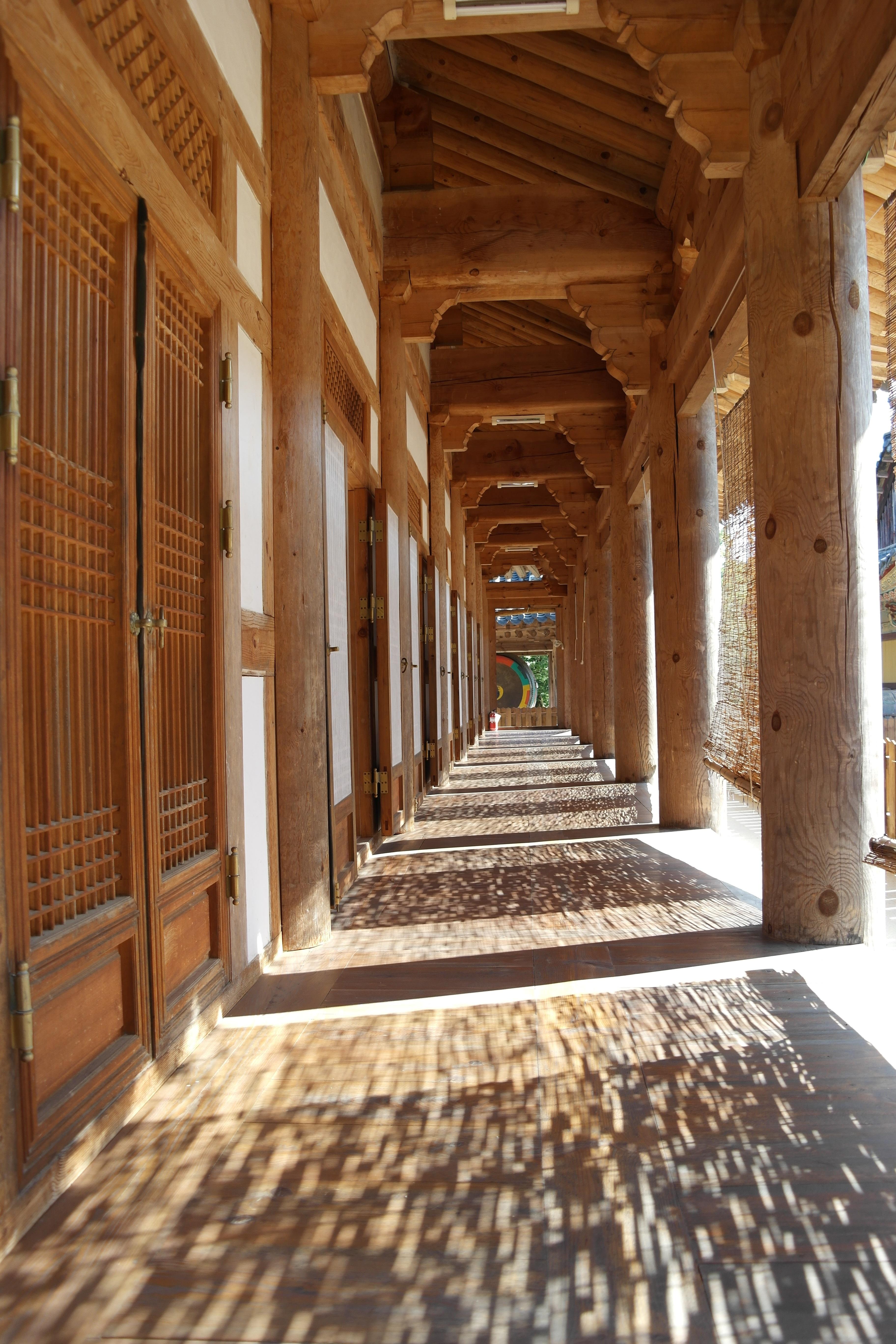 Gambar Jalan Arsitektur Kayu Rumah Besar Bangunan Istana