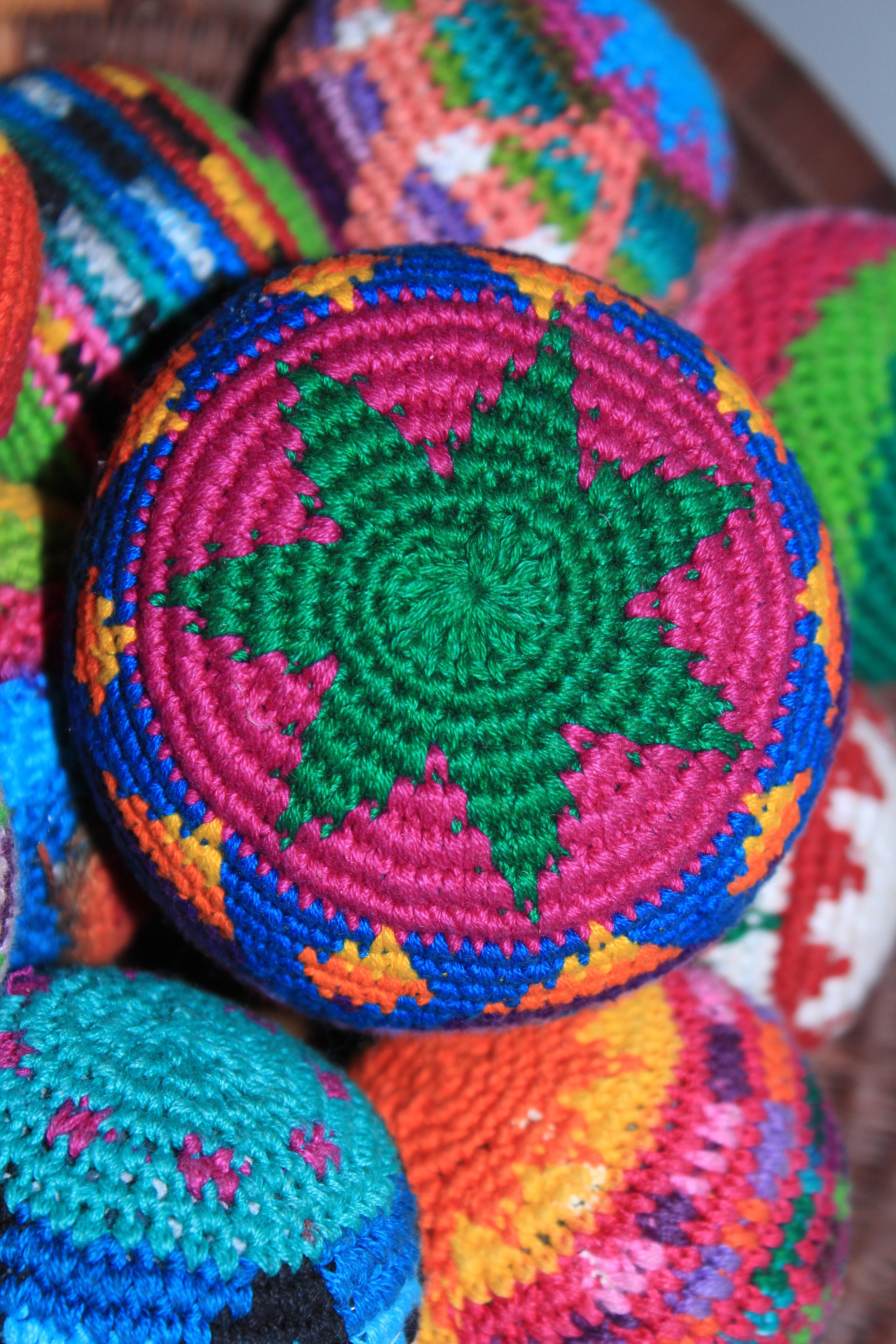 Fotos gratis : patrón, vistoso, color, circulo, hilo, tejer, textil ...