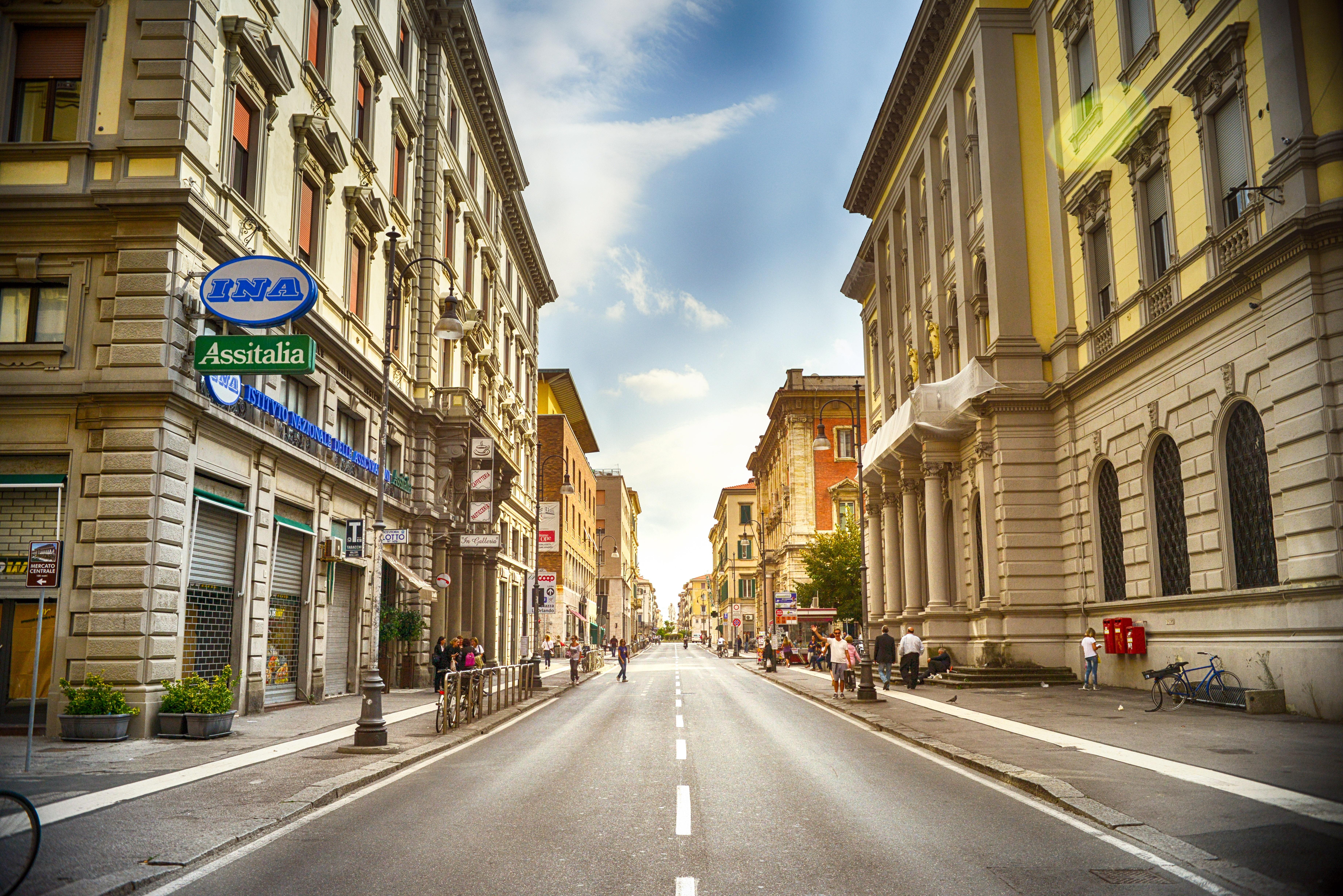 Картинка улицы с домами и дорогой