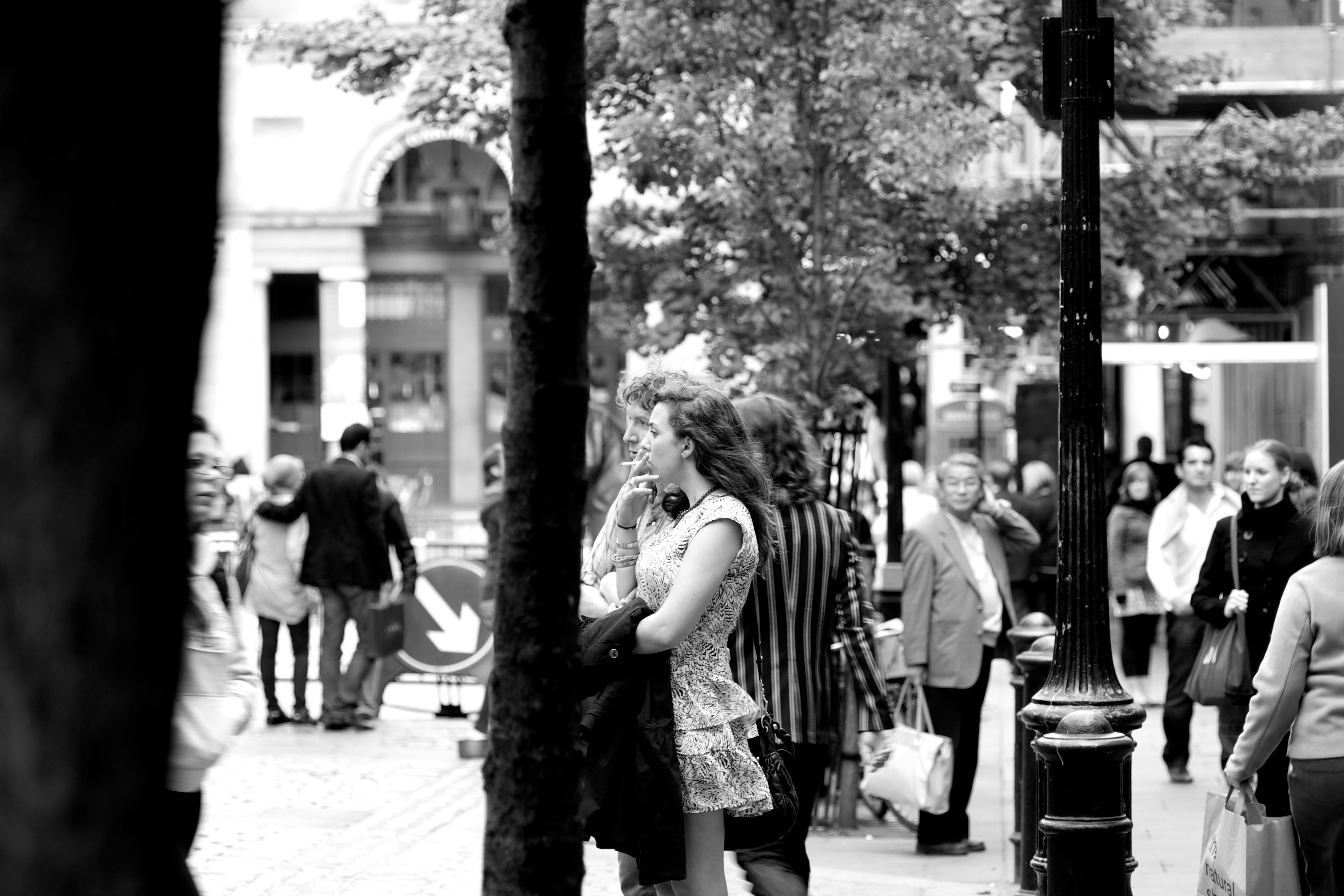 Fotos gratis : peatonal, en blanco y negro, gente, la carretera ...