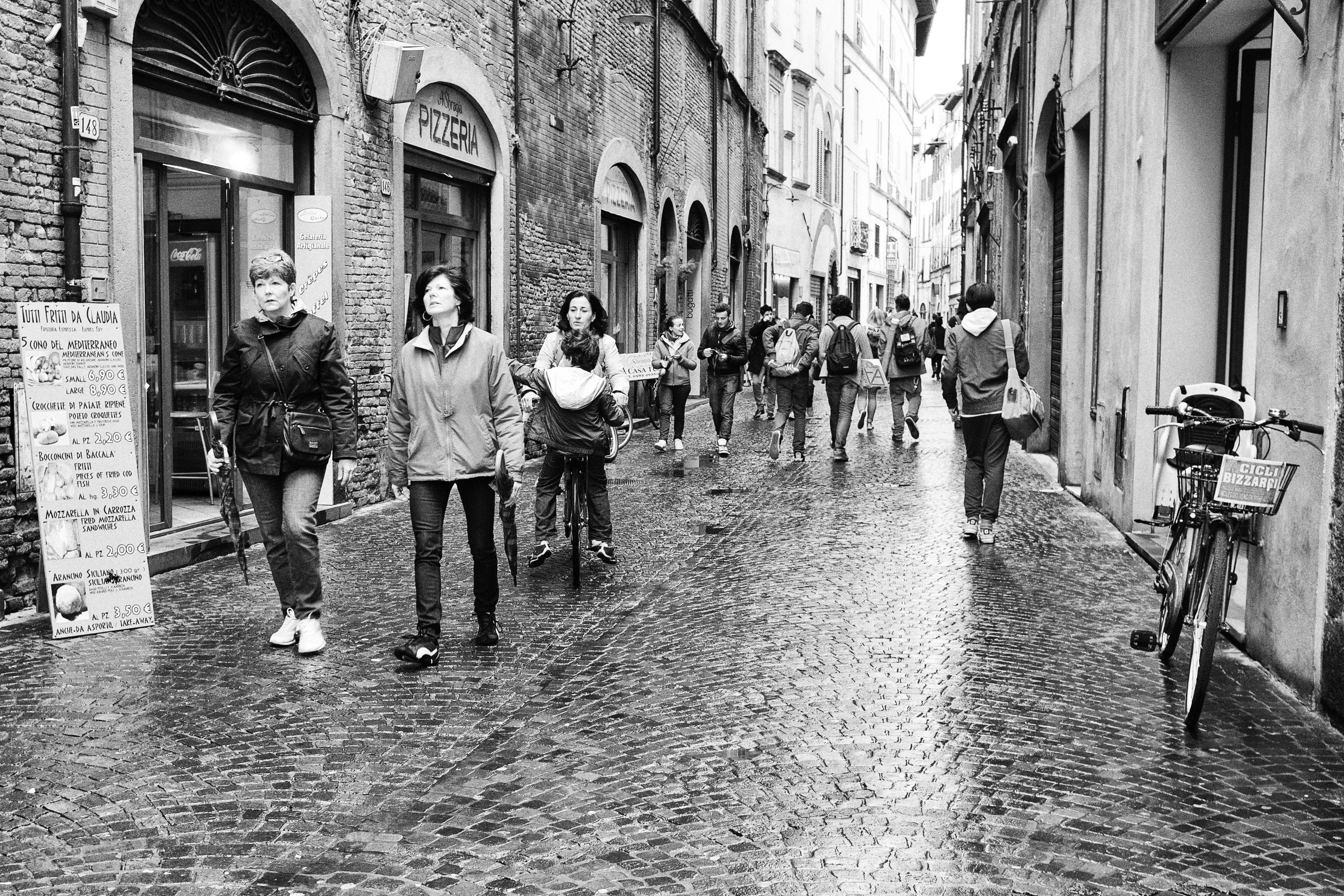 Отражение людей, метро, чб, черно-белое | Черно белое, Люди | 2362x3543
