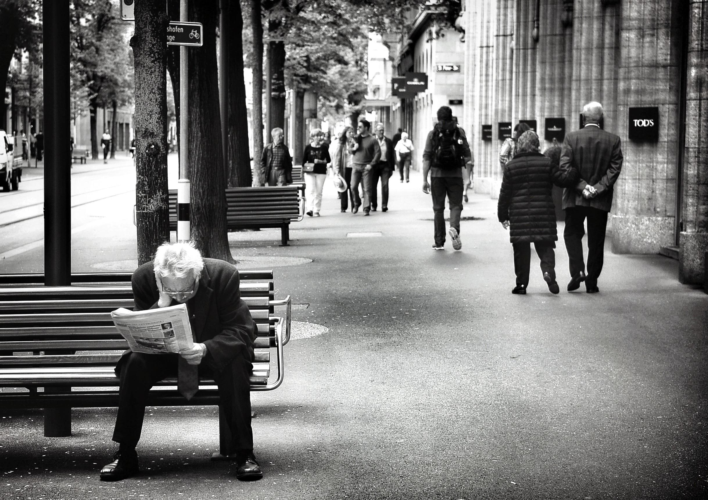 пробует постеры черно белое фото городская жизнь выбирает материал