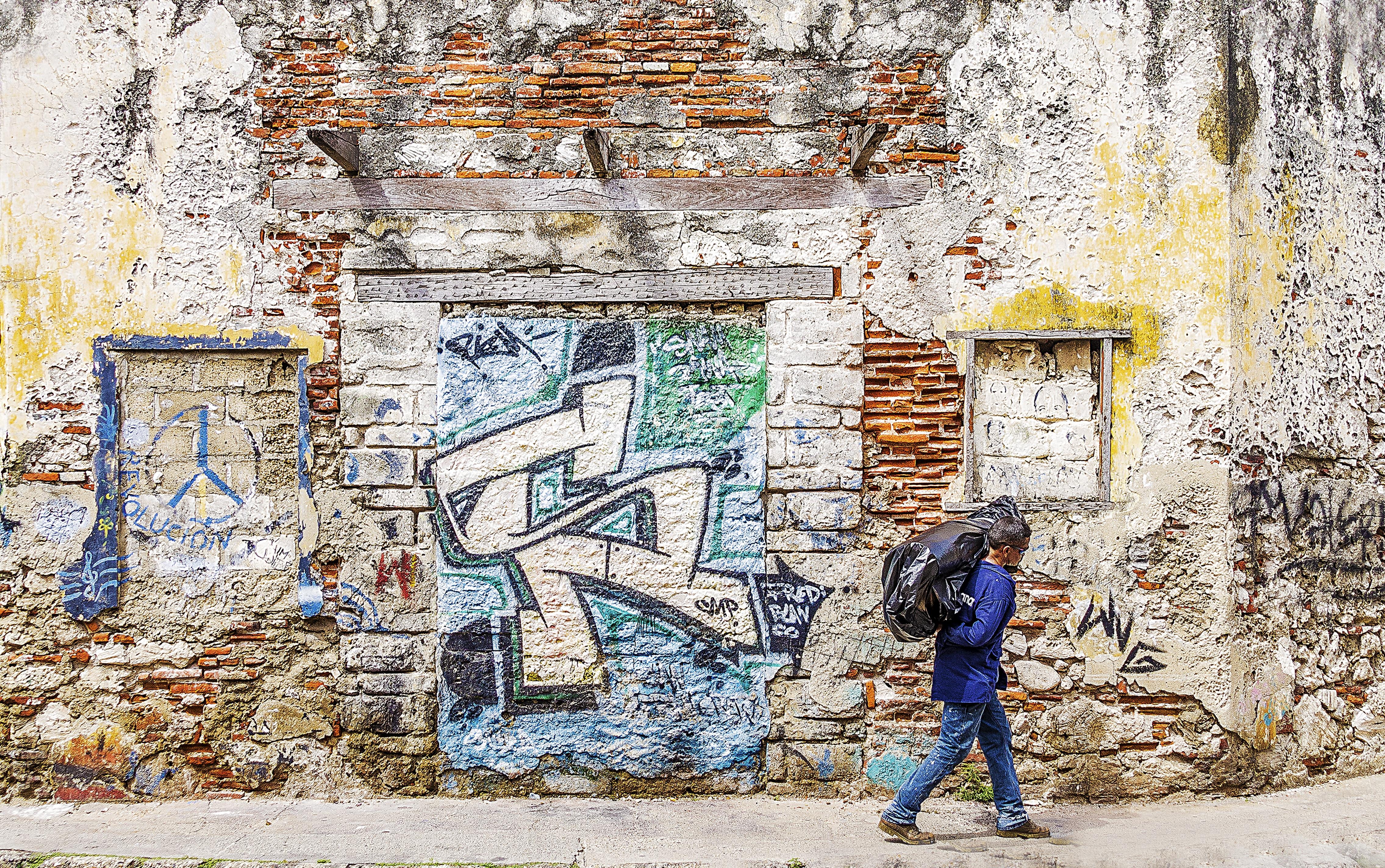 Fotoğraf Yaya şehir Sanatsal Grunge Duvar Yazısı Boyama
