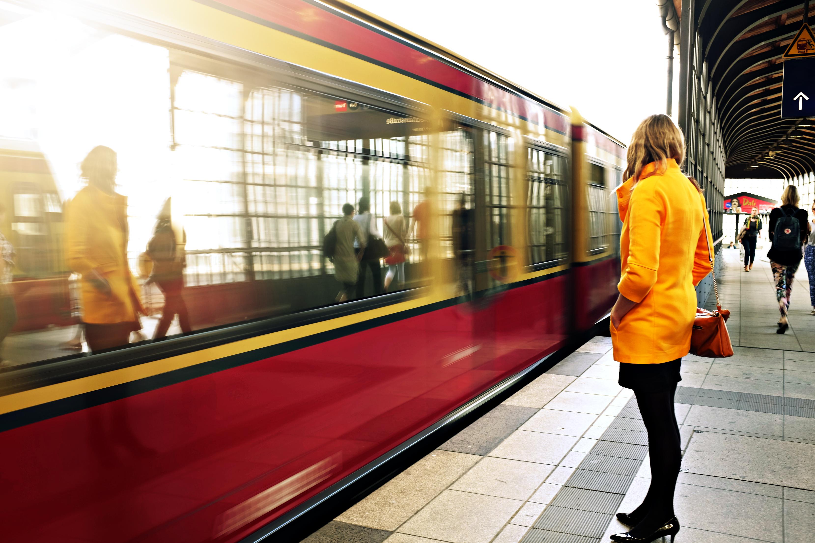 картинки возле метро действия хозяина при