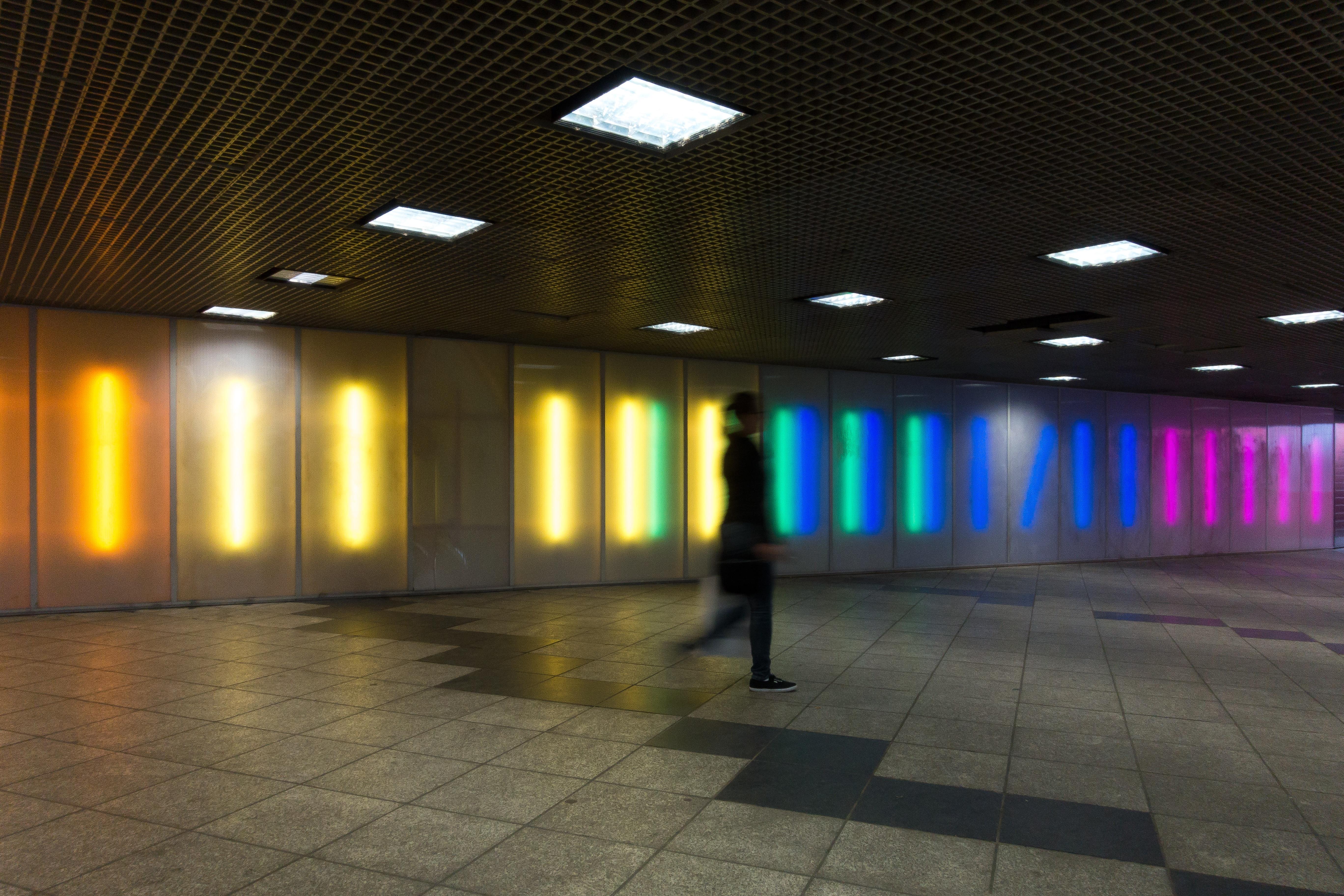 Gratis Afbeeldingen : voetganger, persoon, licht, vrouw, nacht ...