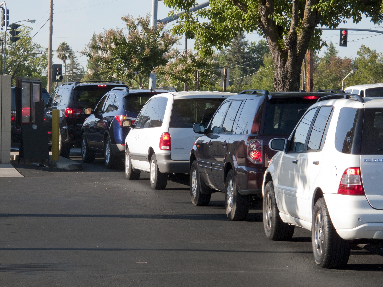 Cars On Line >> Gambar Pejalan Kaki Lalu Lintas Mengangkut Kendaraan