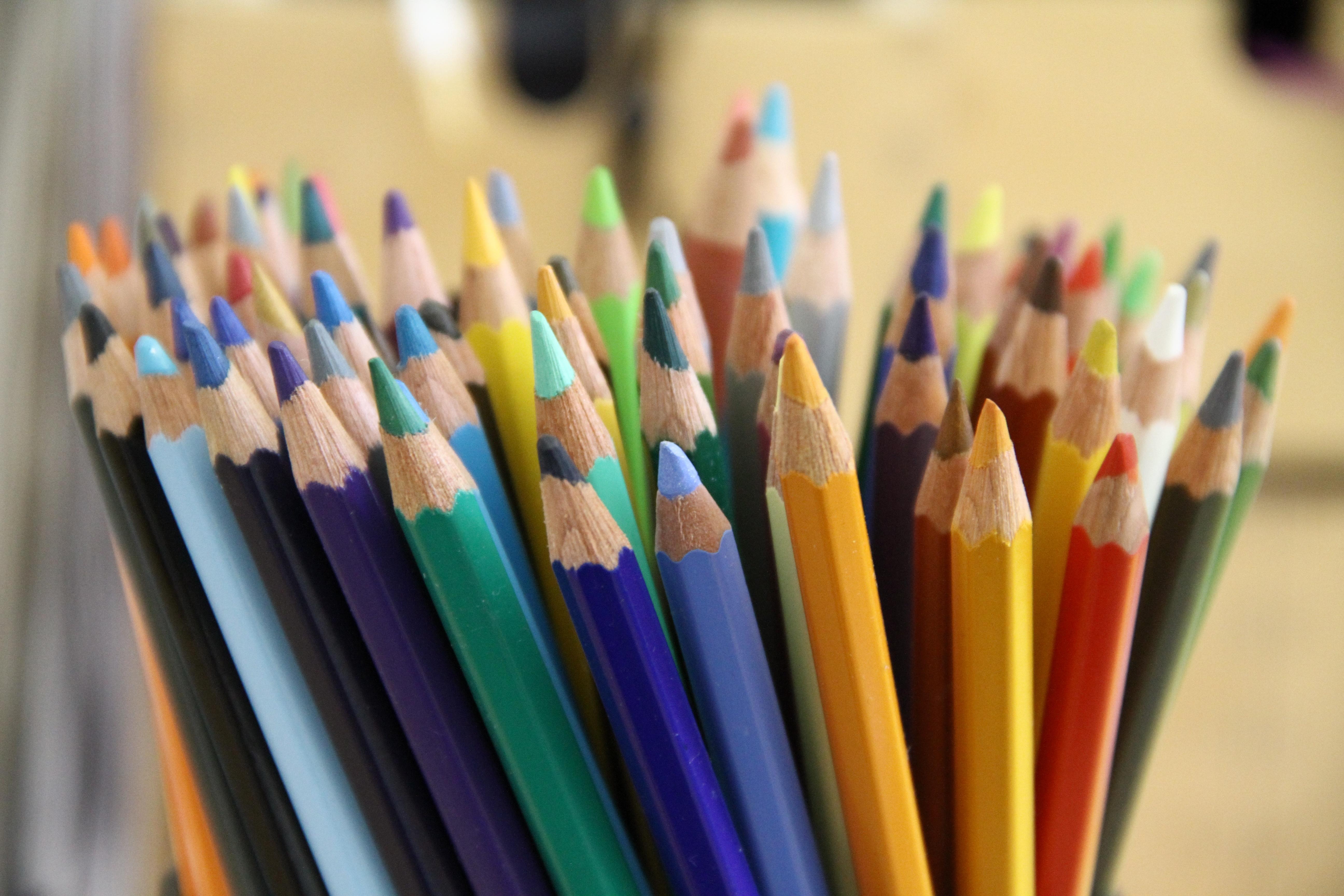 Краски карандаши фото картинки