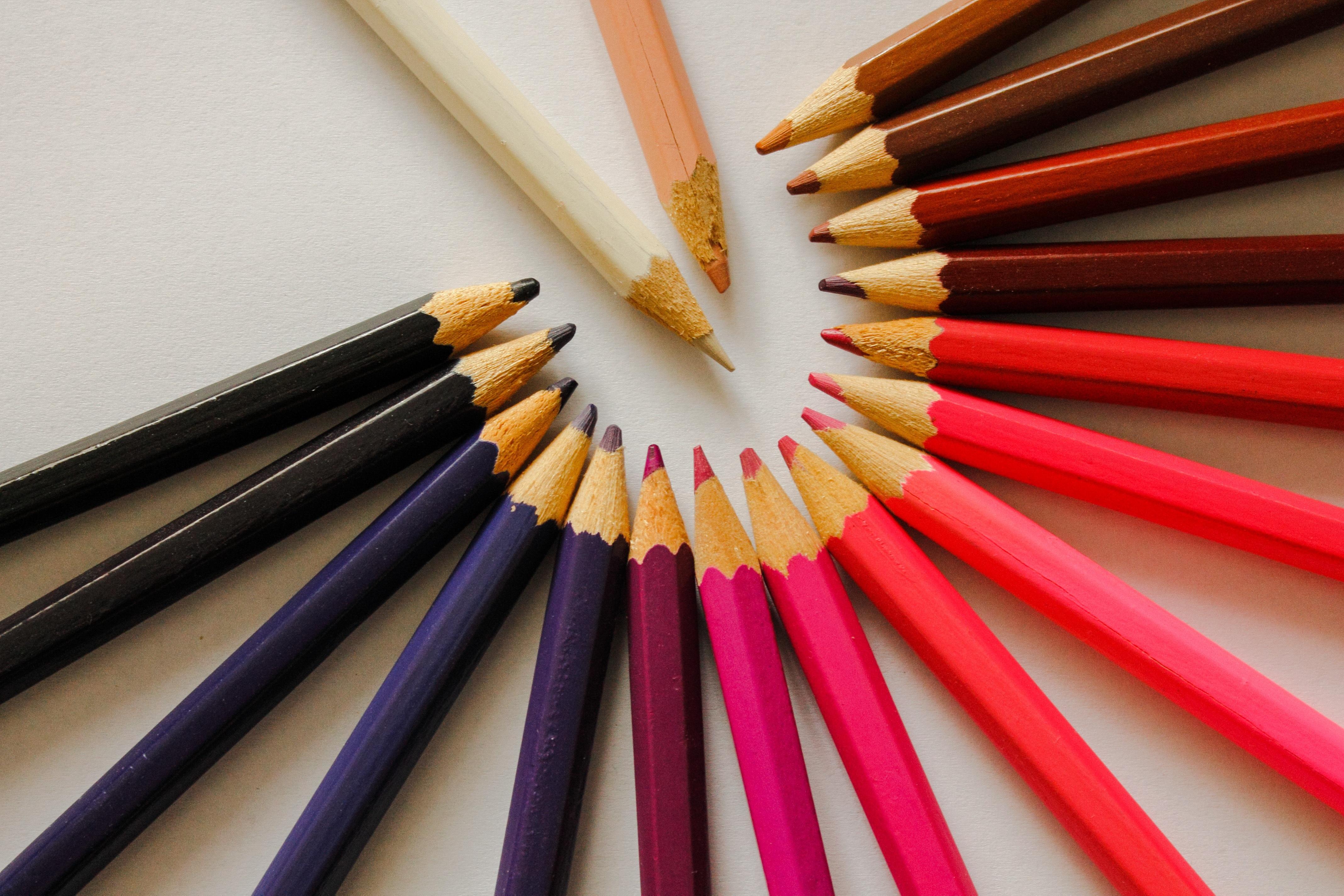 Fotos gratis : lápiz, blanco, línea, rojo, marrón, azul, negro ...