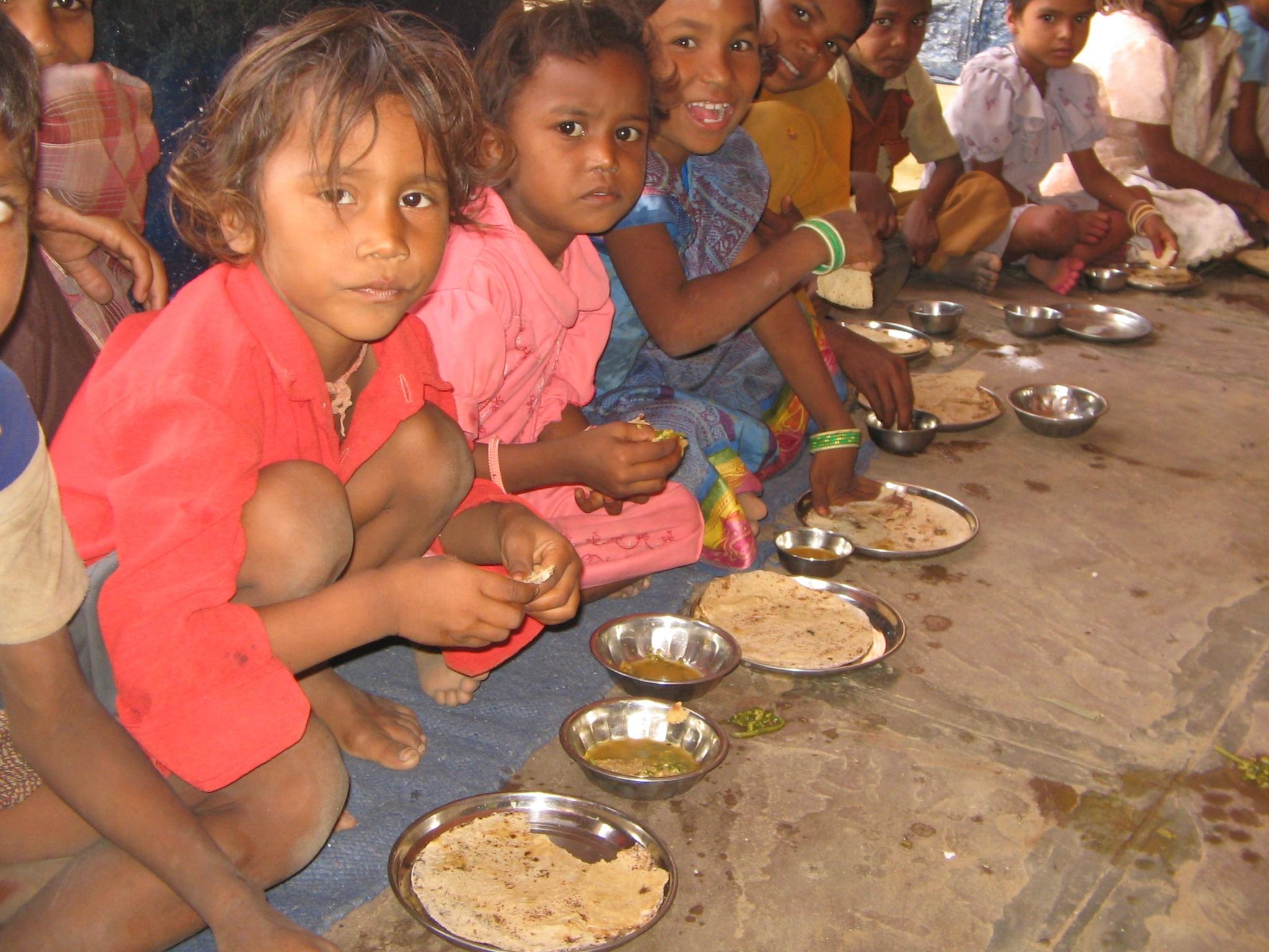 Favori Images Gratuites : gens, plat, aliments, enfant, la pauvreté  AB91