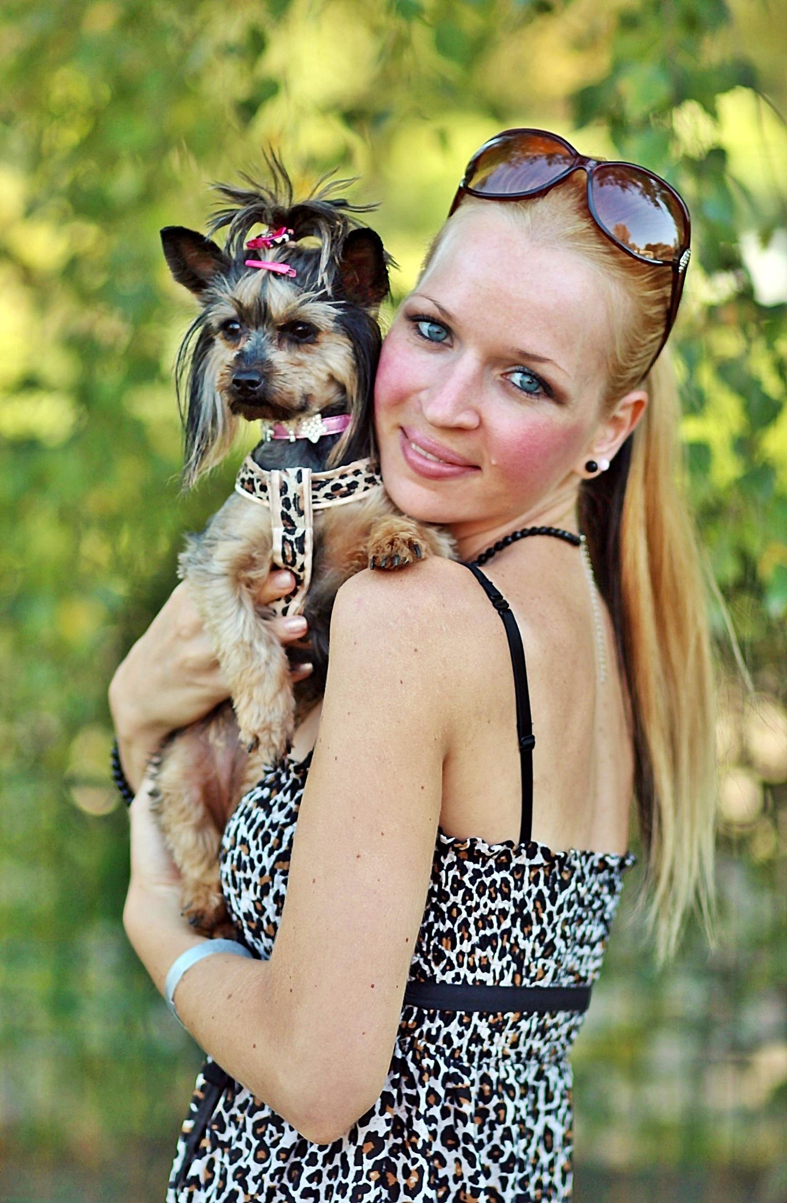 Free images people dog love spring dress glasses - Femme blonde photo ...