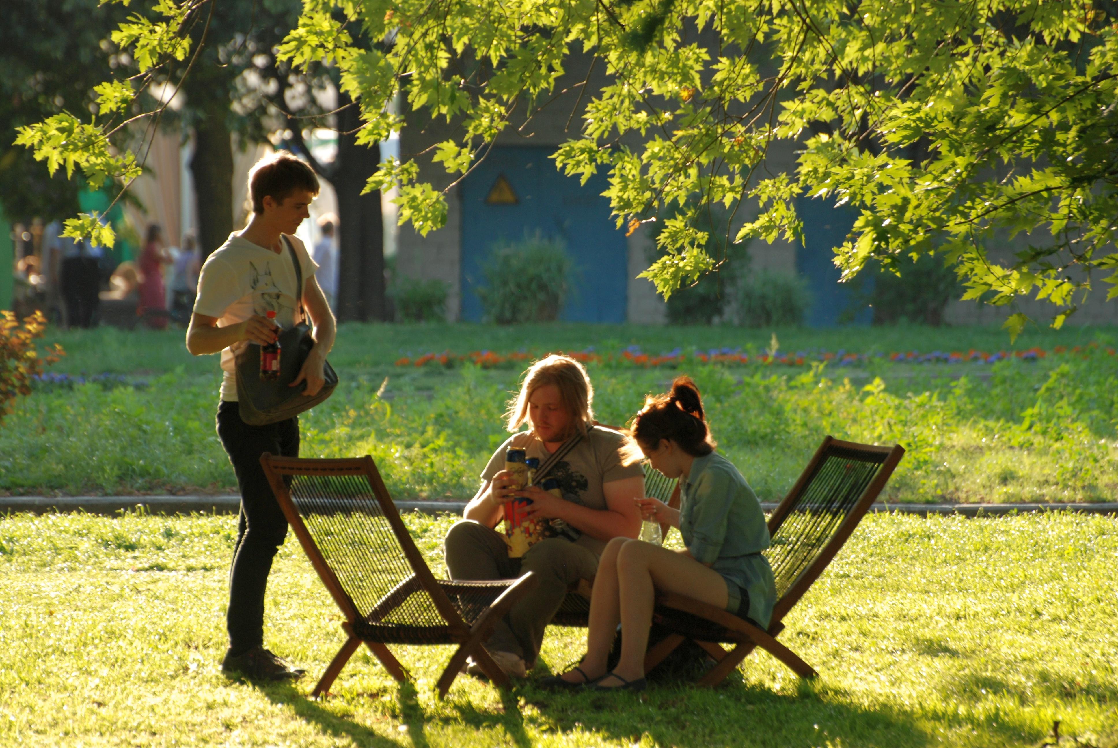 фото людей в парке девушка